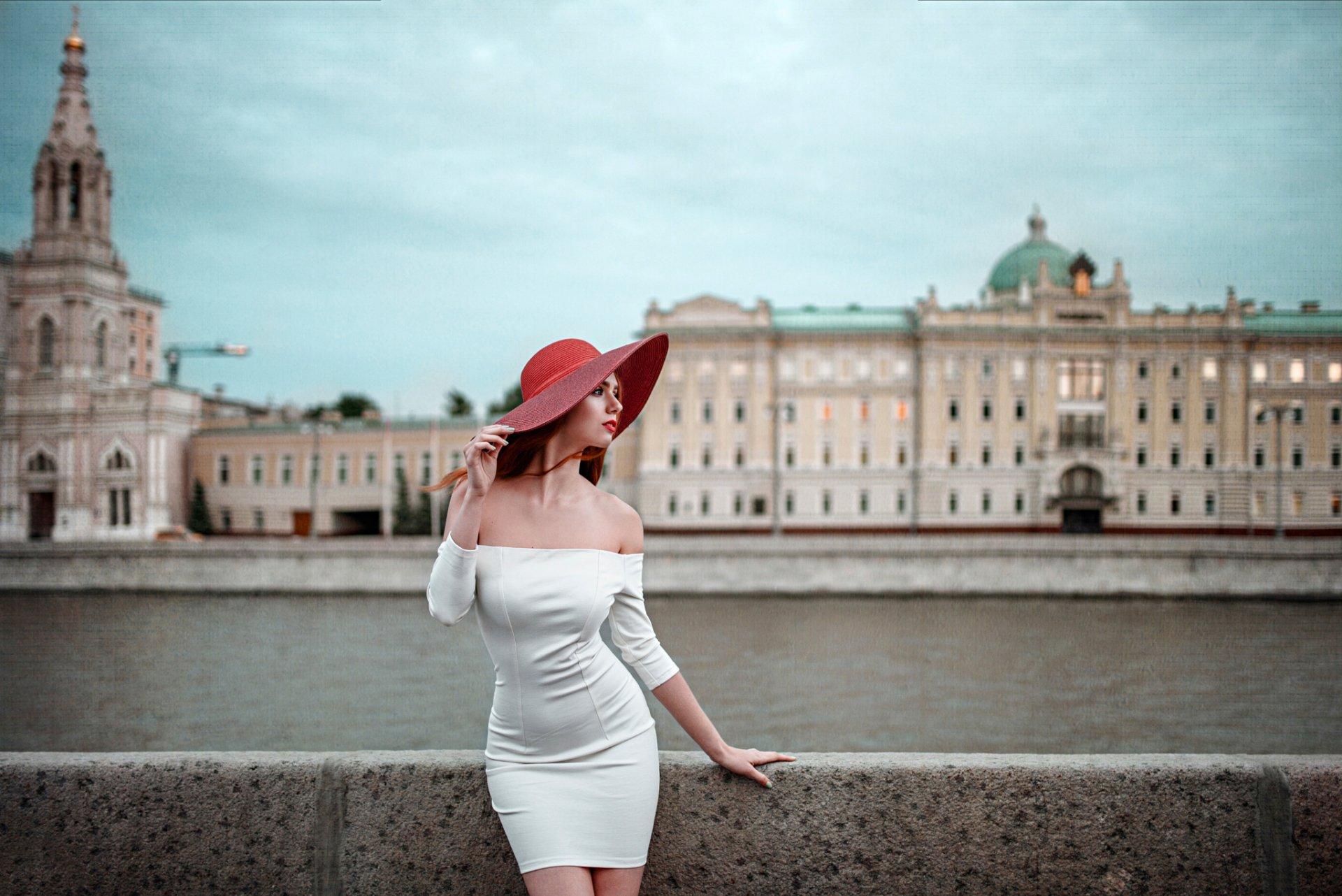 Снять женщину в петербурге, фото российских звезд под юбками