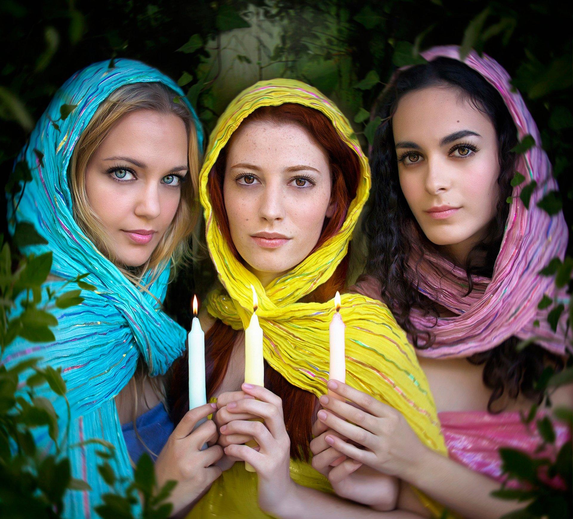 Фото с тремя девушками