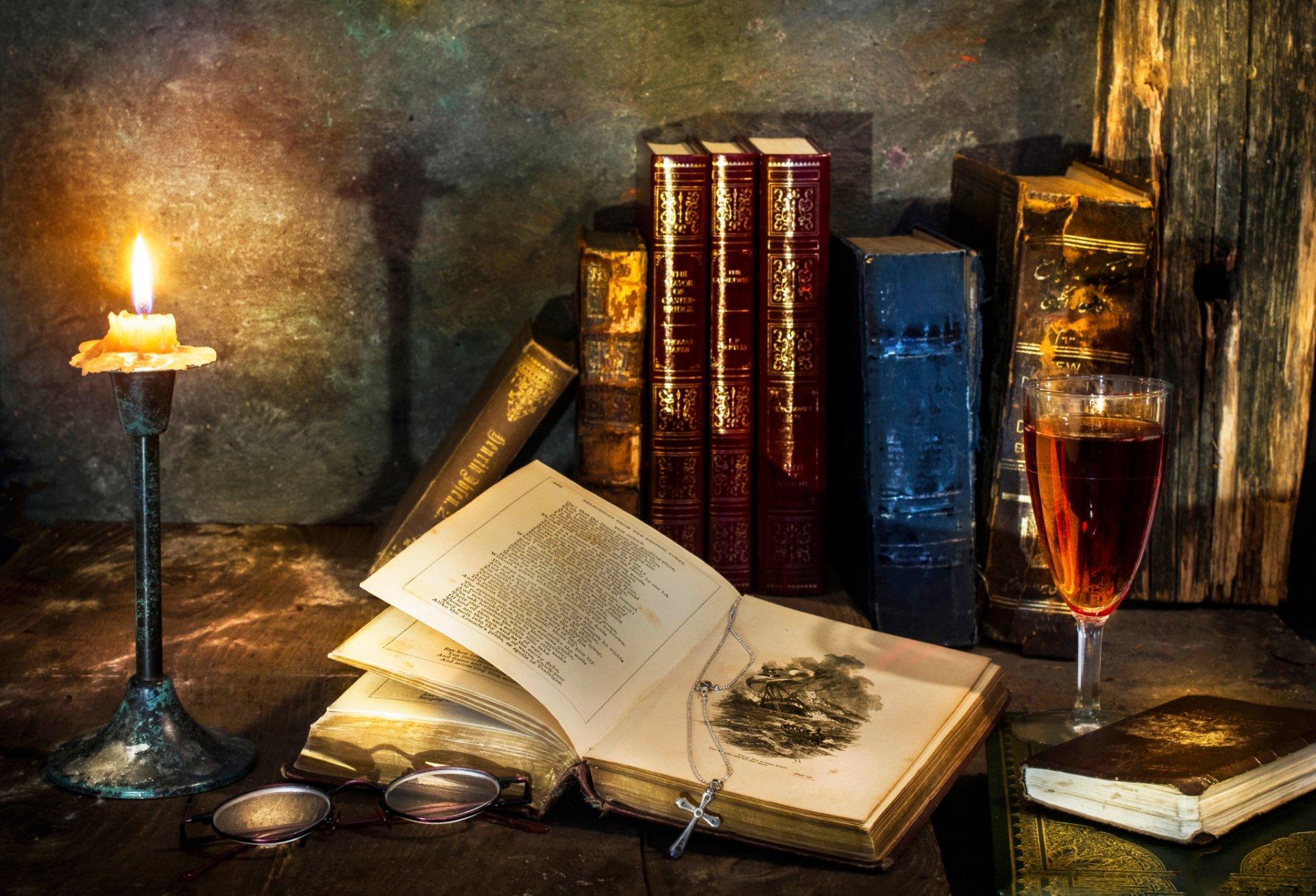 Нож, книга, бокал вино, трубка бесплатно