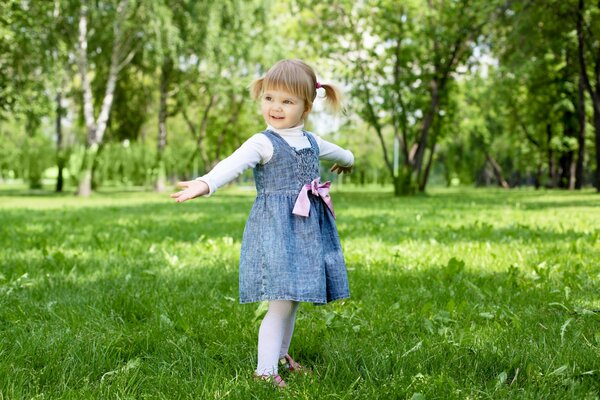 stylish little girl happiness child children childhood funny blonde little girl pretty style cute beauty fashion happy park trees garden стильная девочка счастье ребенок дети детство смешно блондинка