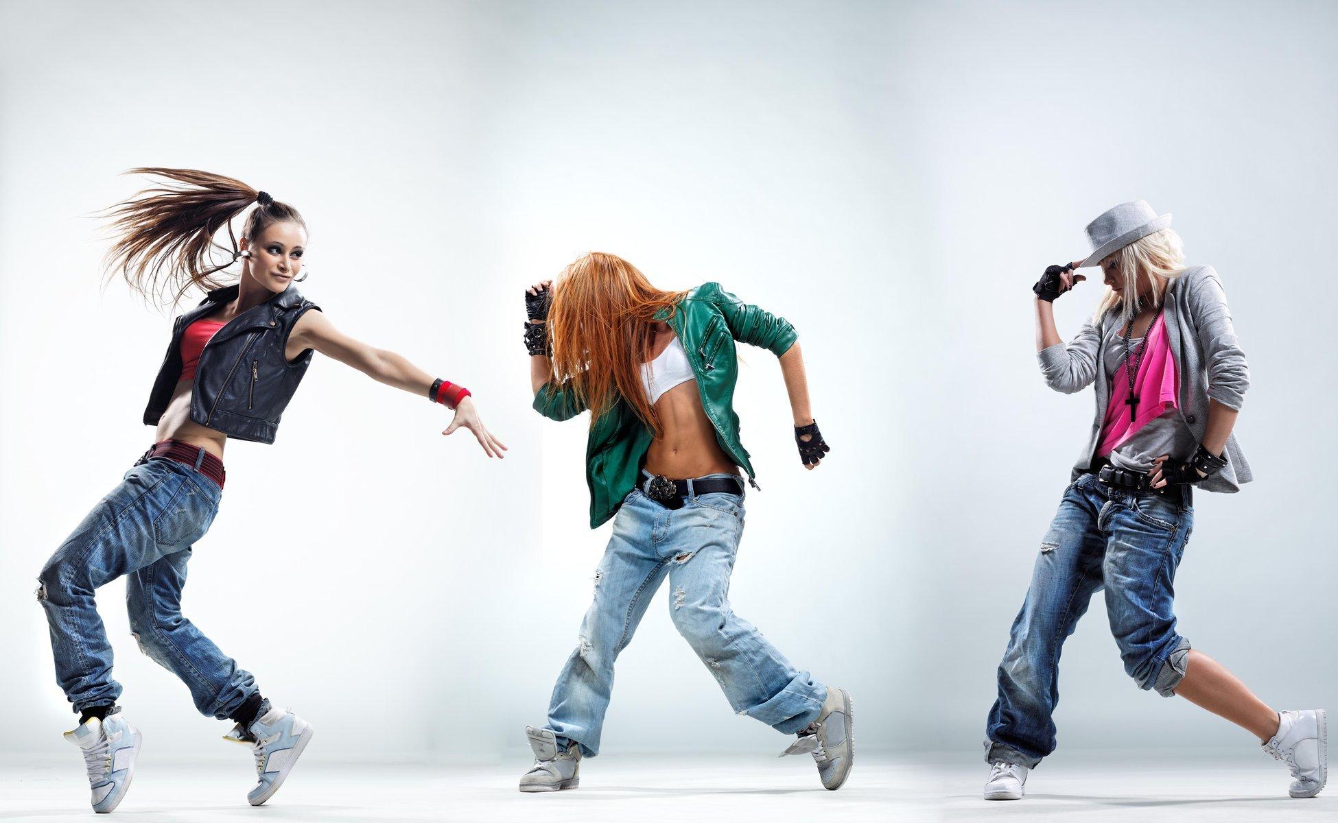 танец танцы танцора хип хоп Rnb девушки танцоры движение позы