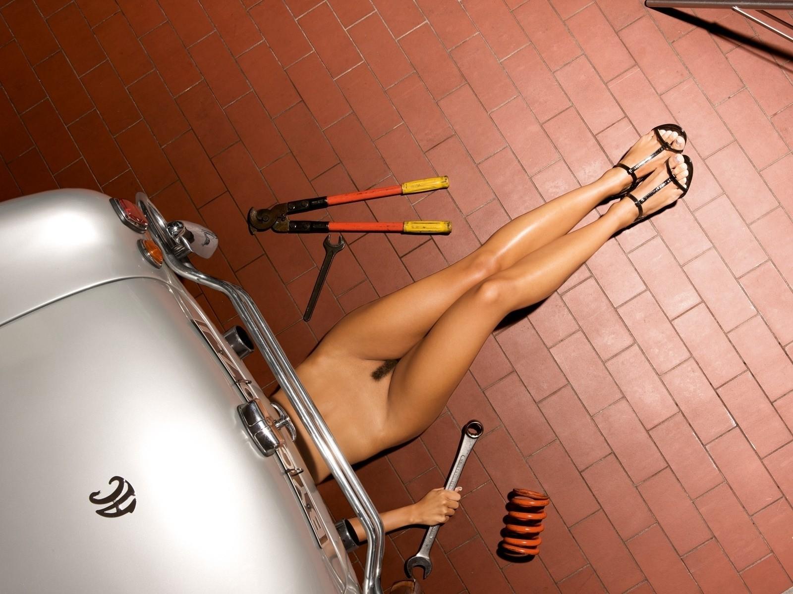 naked-mechanic-women