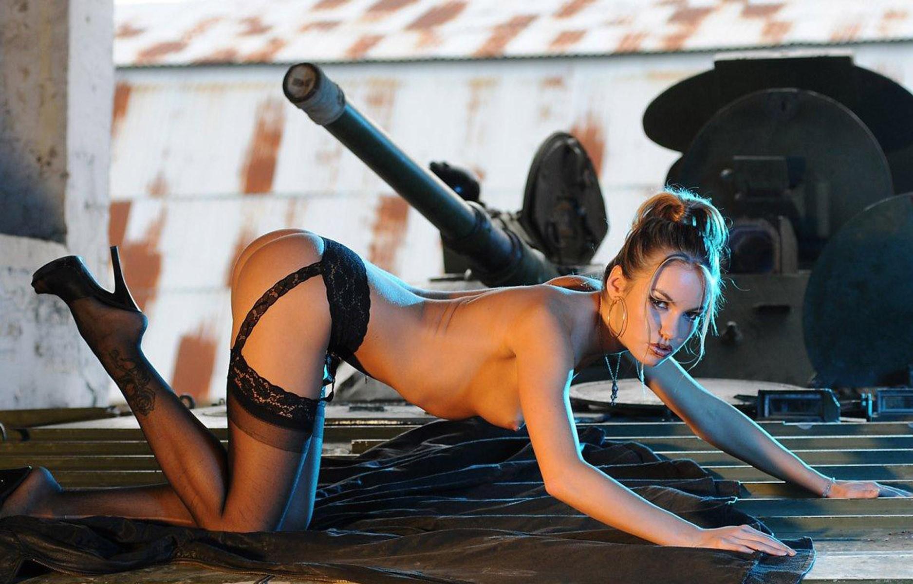 Голые танке на картинки девки