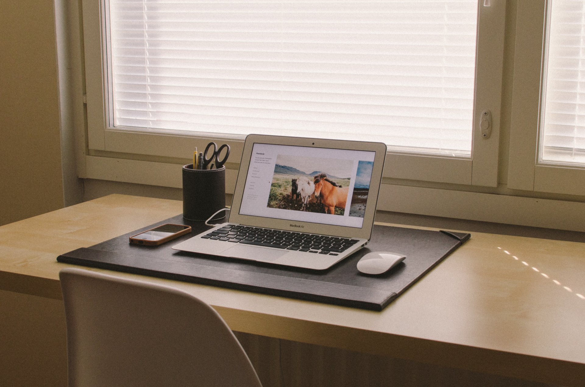 Компьютер на компьютерном столе картинки
