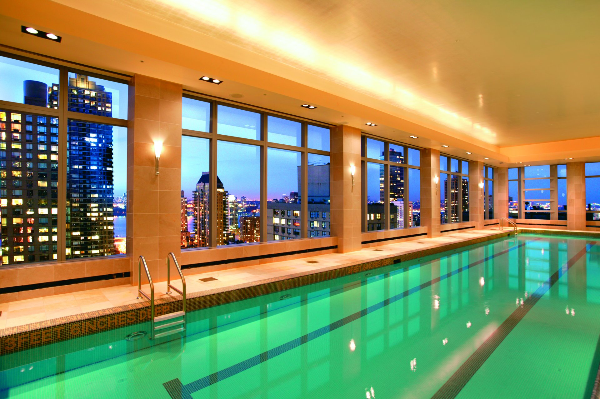 hotel-pool-babe