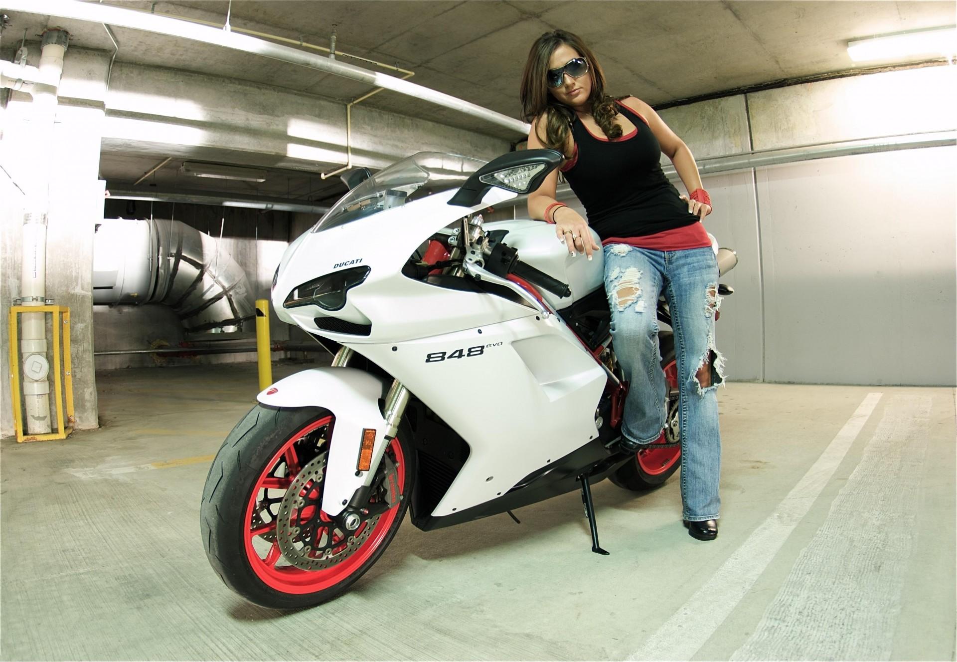 Фото на аву в вк для девушек на мотоцикле