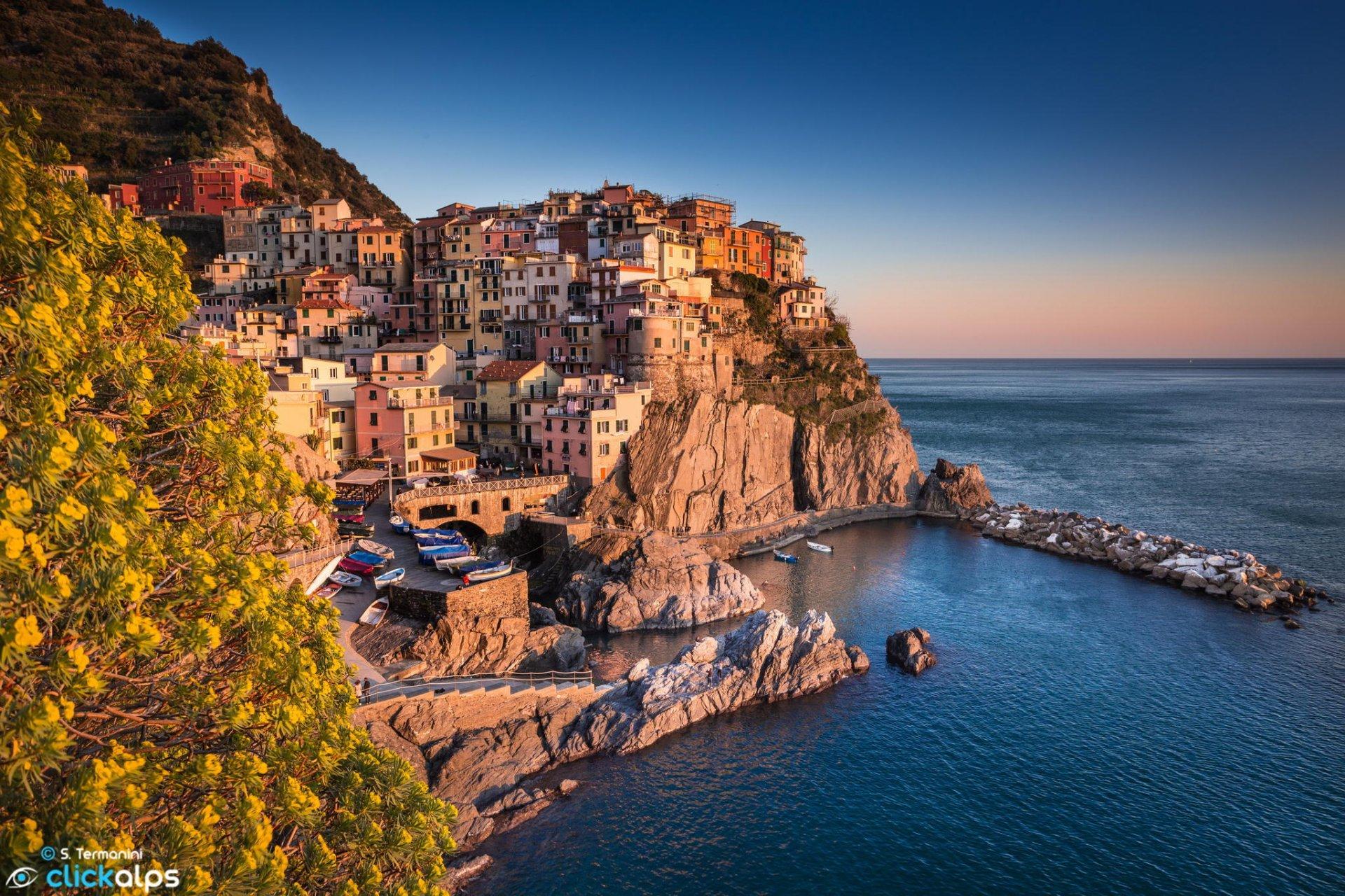 Обои дома, лигурийское побережье, скалы, чинкве-терре, бухта, риомаджоре, лодки. Города foto 10
