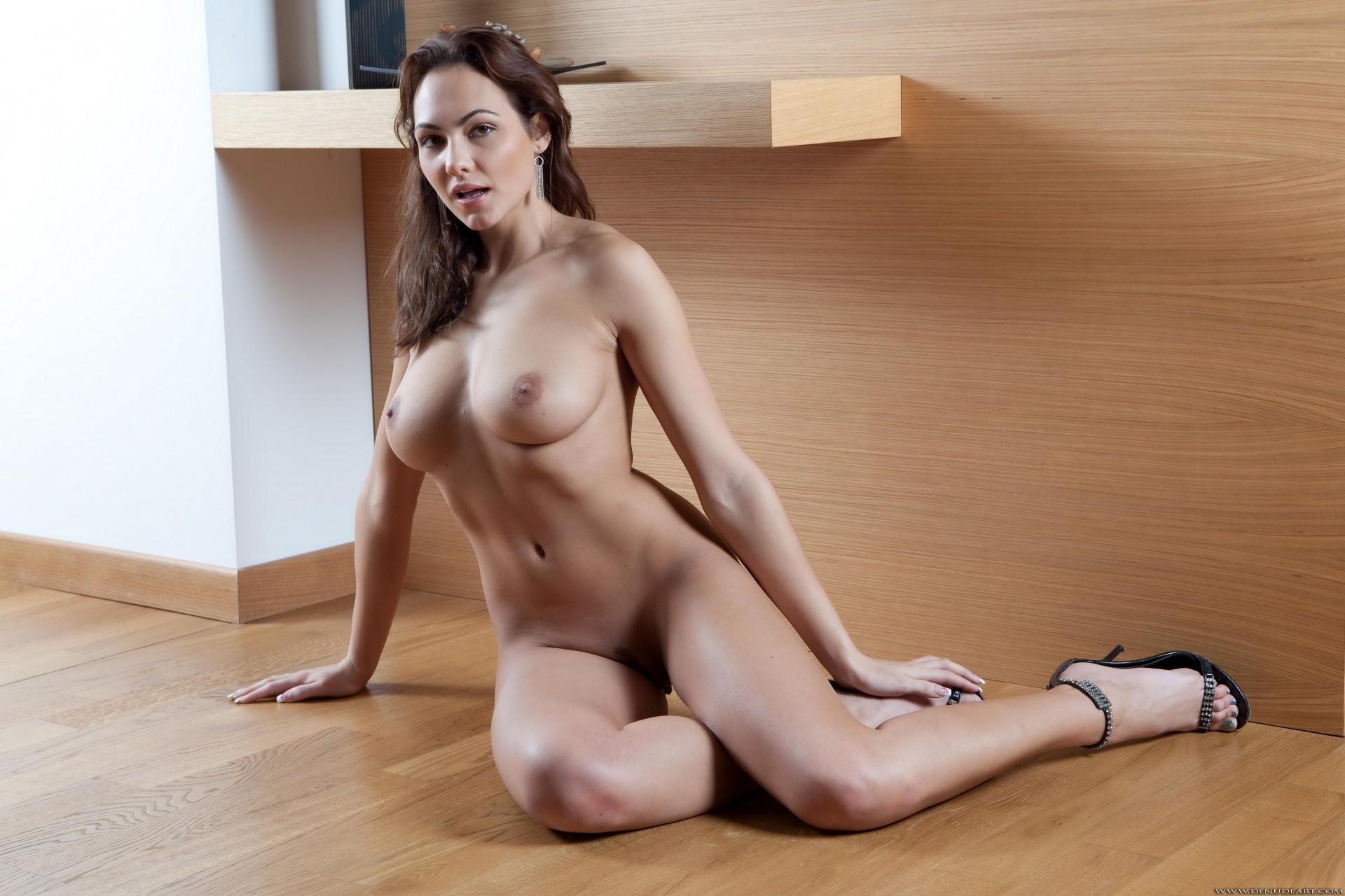 фотографии высокие красивые голые девушки сидят фото минут стоял