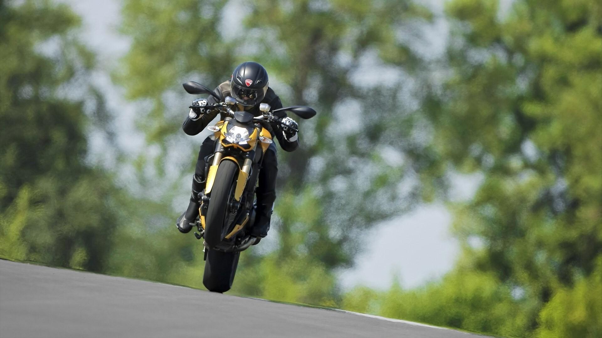 Мотоцикл Ducati море  № 3435470 бесплатно