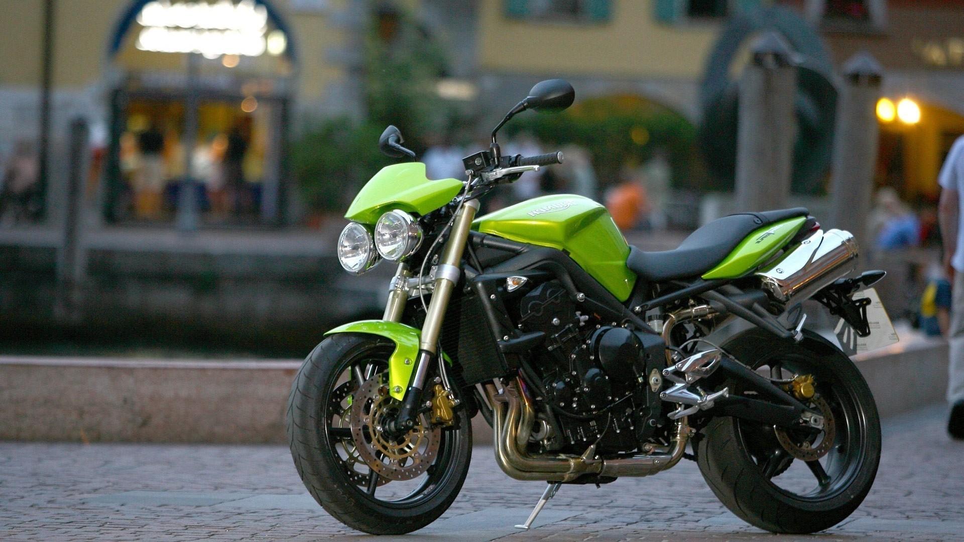 мотоцикл зеленый в хорошем качестве