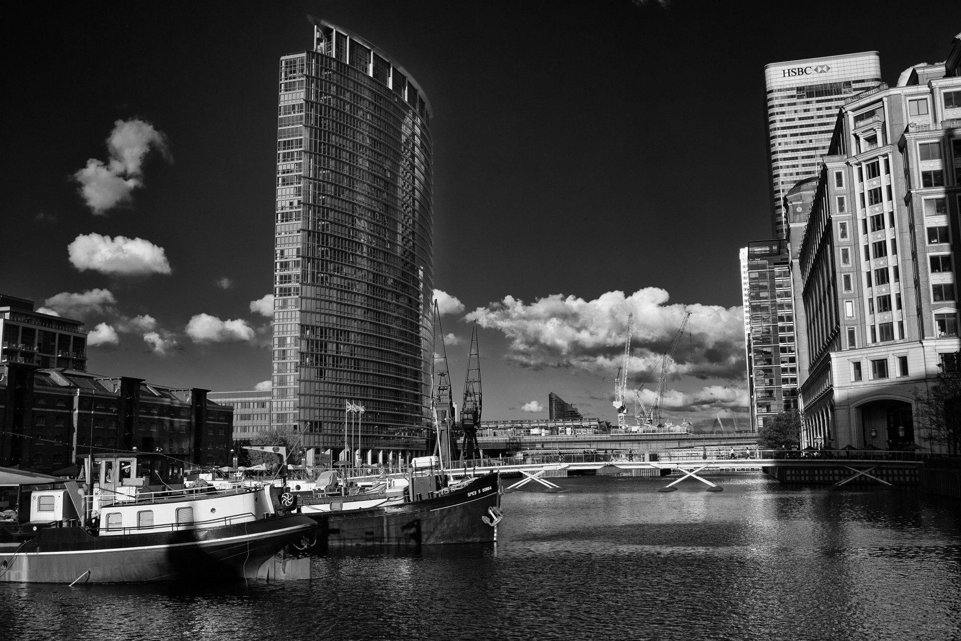 браслет черно-белая картинка города на реке монро