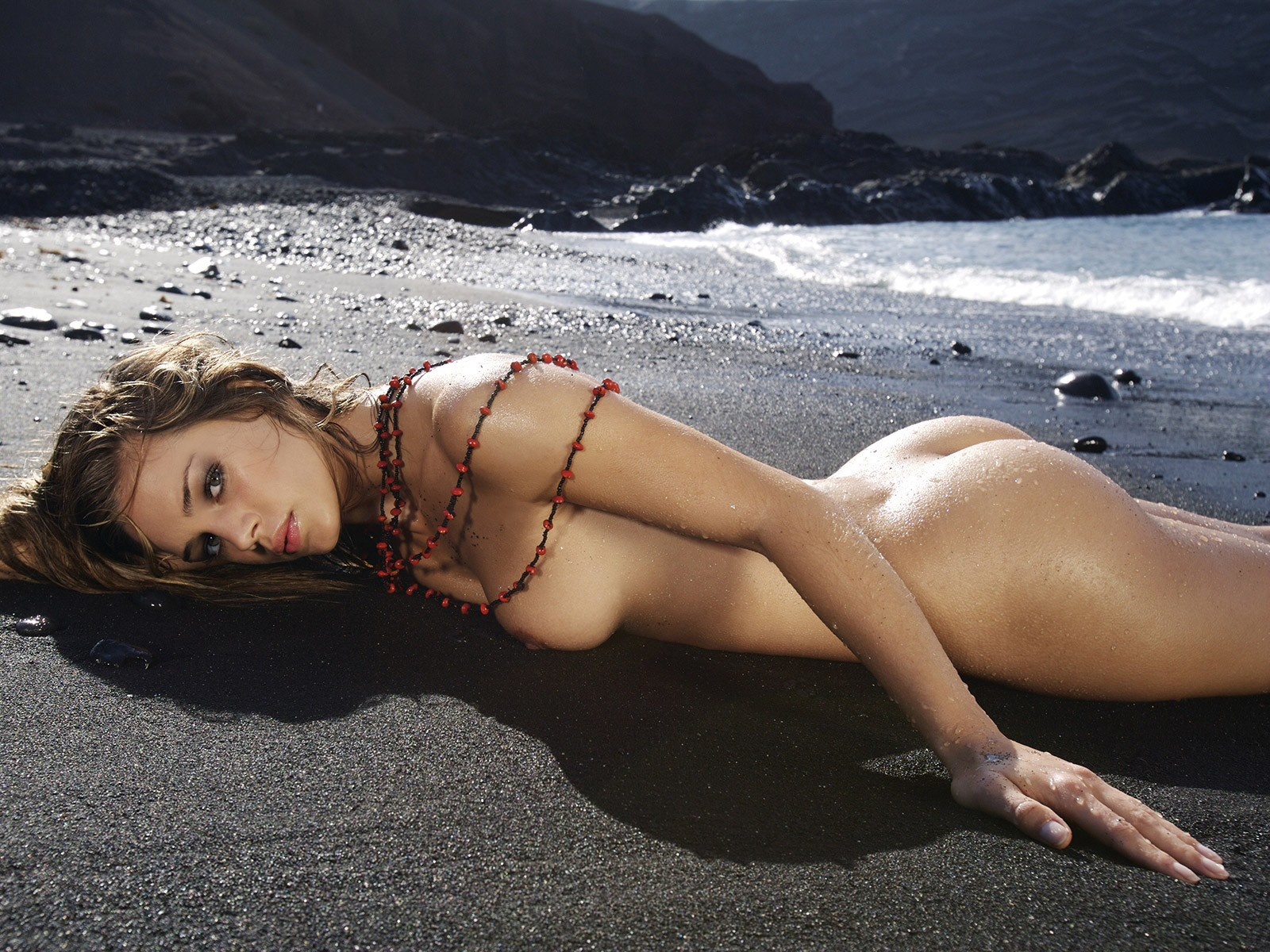 Девушек красивых фото пляже голых на
