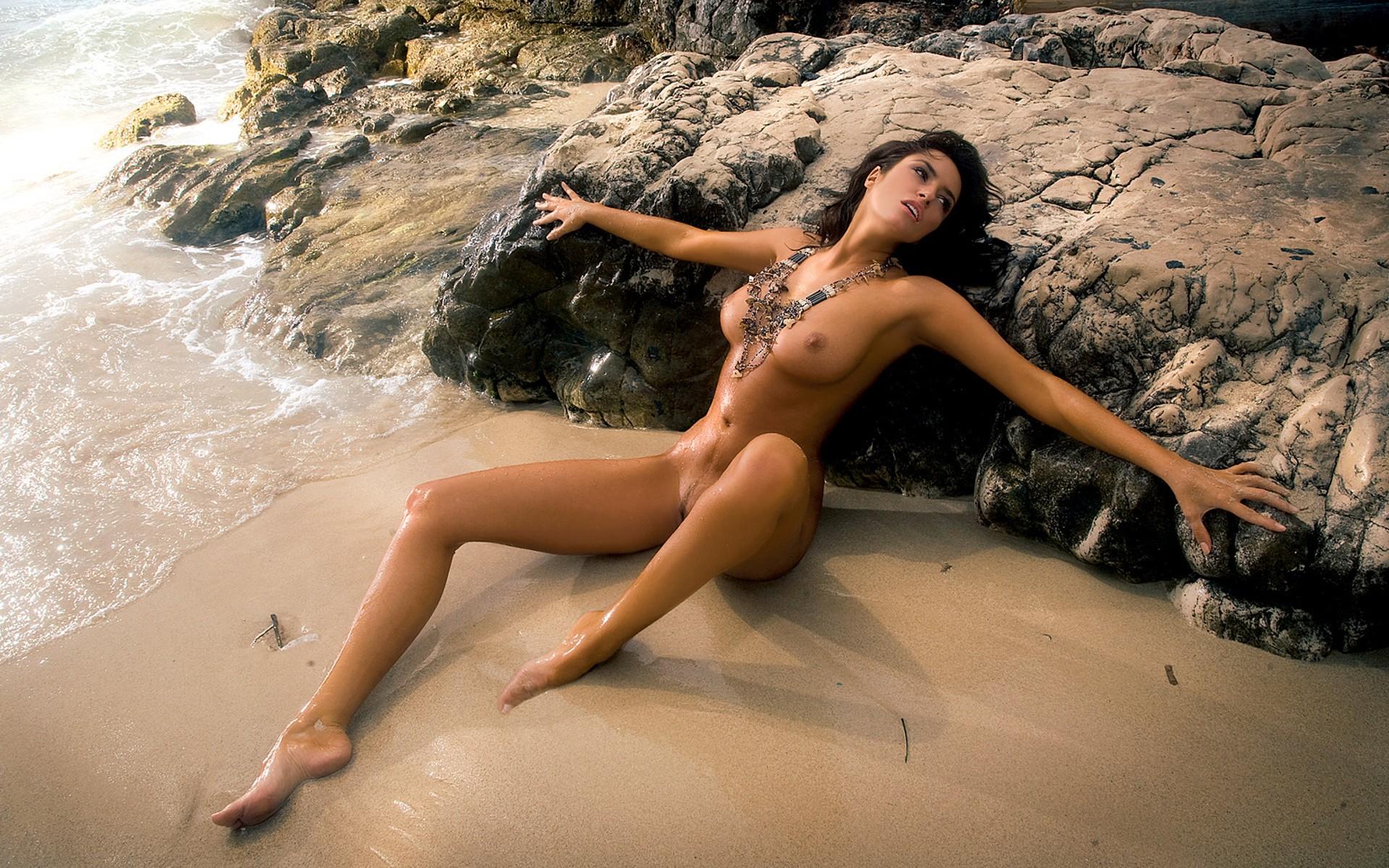 Эротические рассказы одна на пляжи 4 фотография
