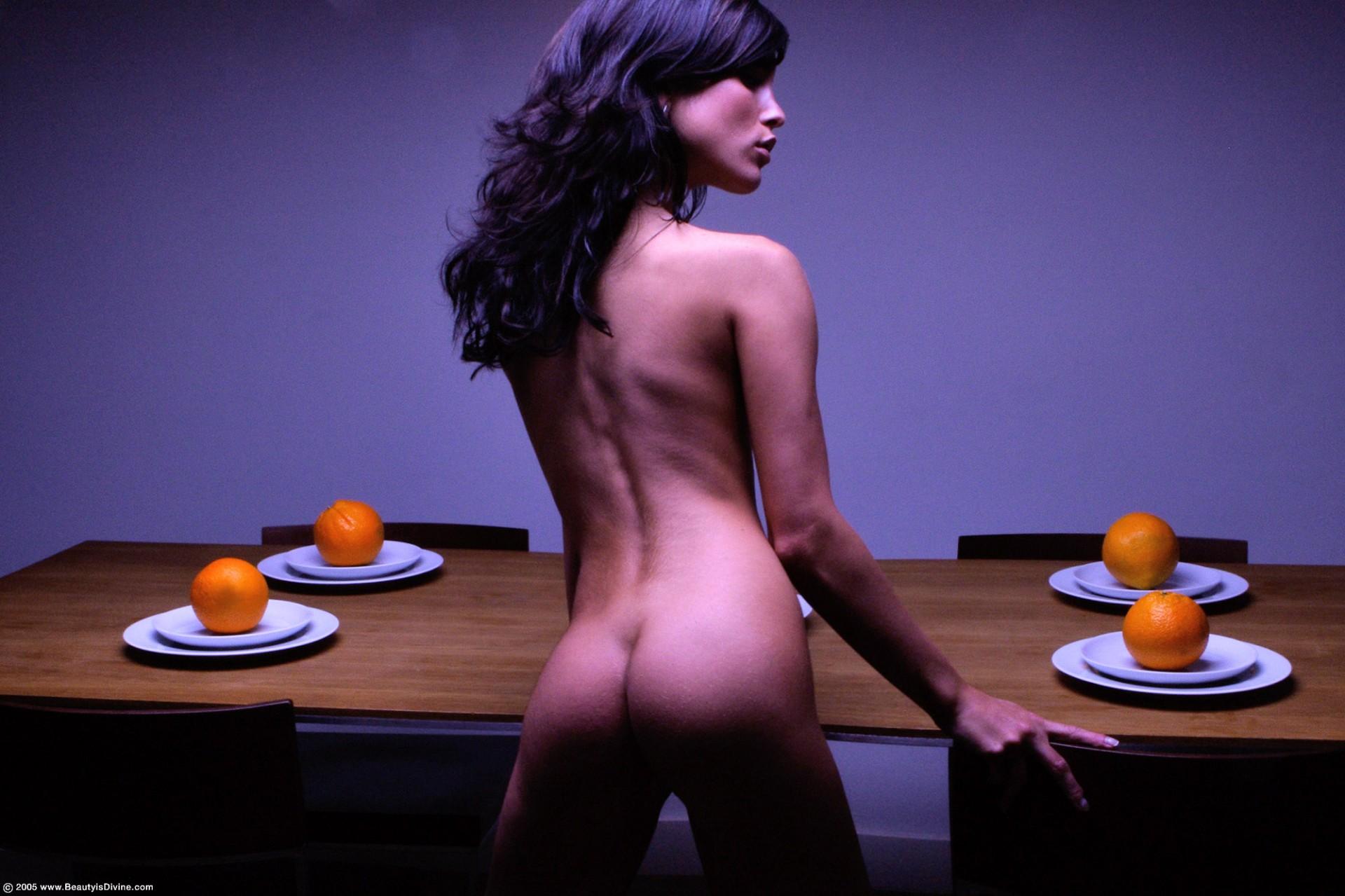 Жопа в апельсинах онлайн теле девушках