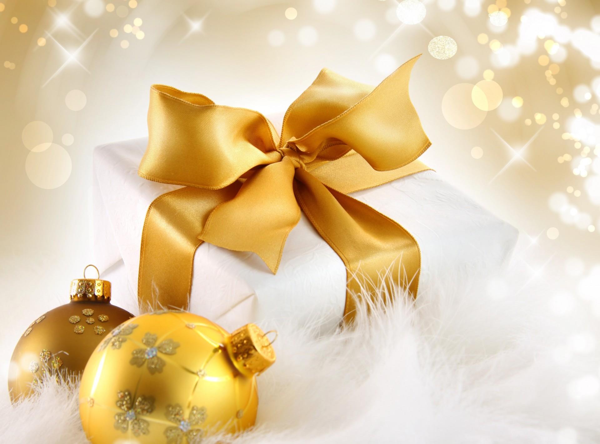 Обои подарок, Коробка, рождество, ёлочные украшения, золотые, шарики. Новый год foto 19