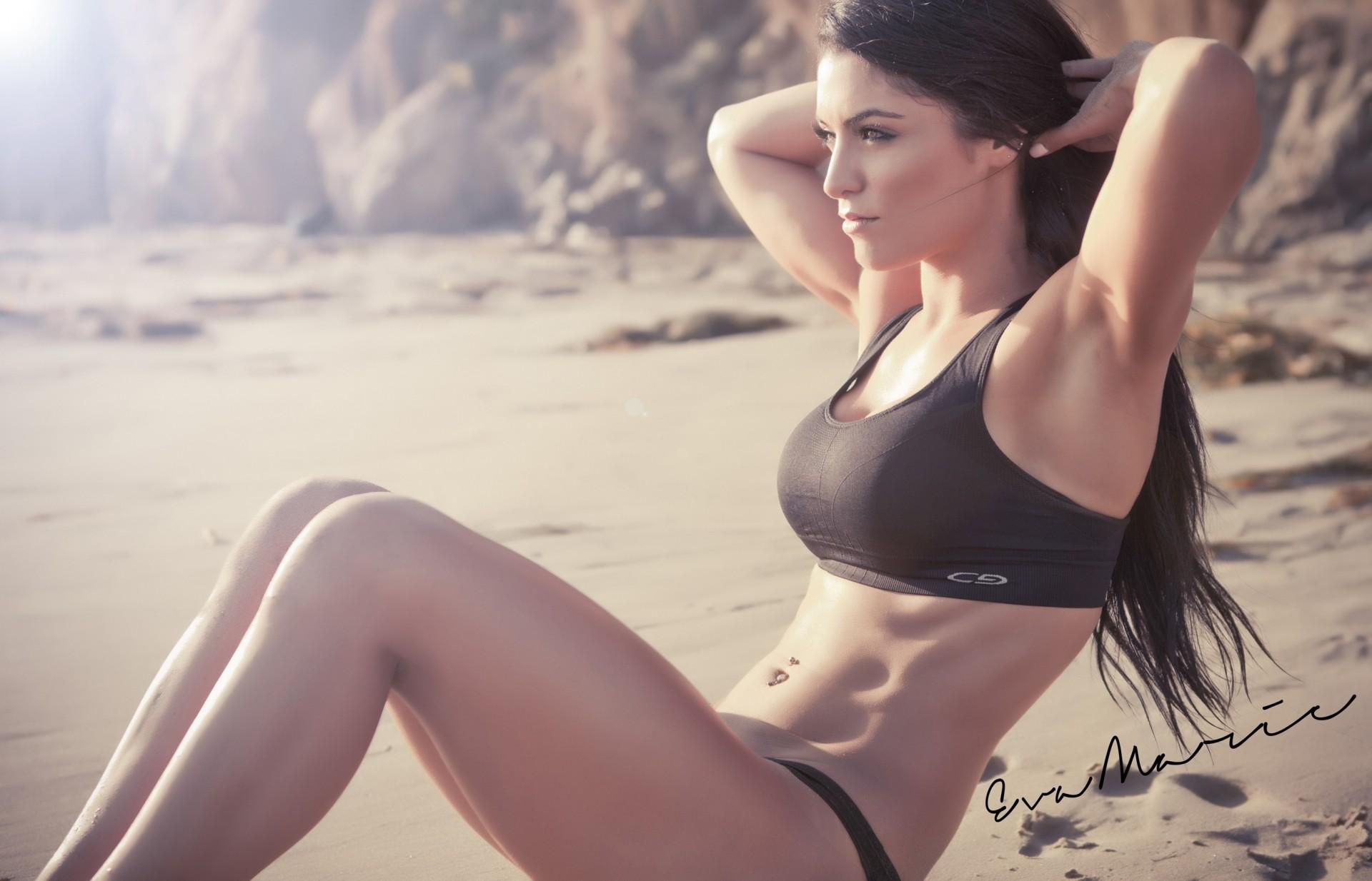 картинки девушки брюнетки с красивым телом вовсе