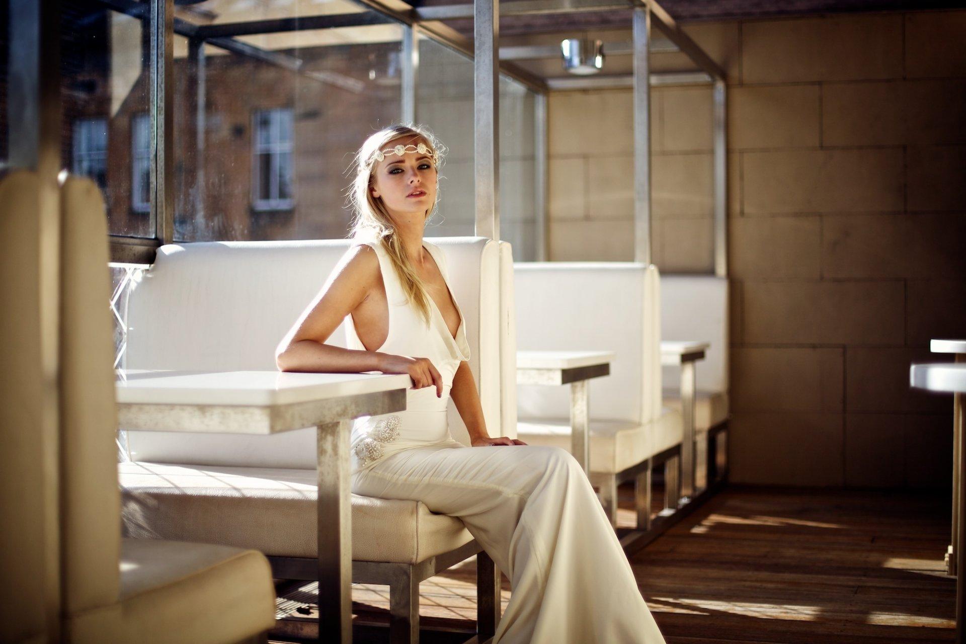 девушка платье столик girl dress the table бесплатно