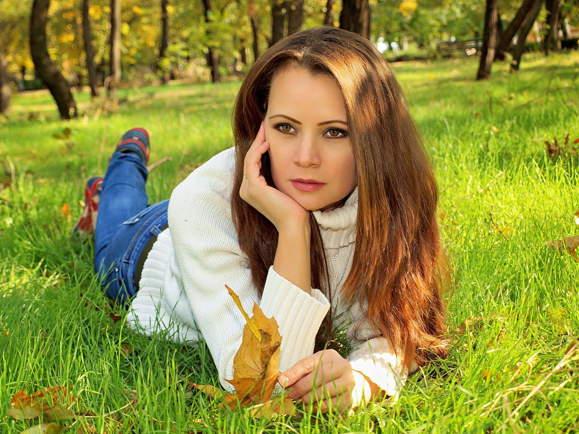 Русская девушка в парке — photo 5