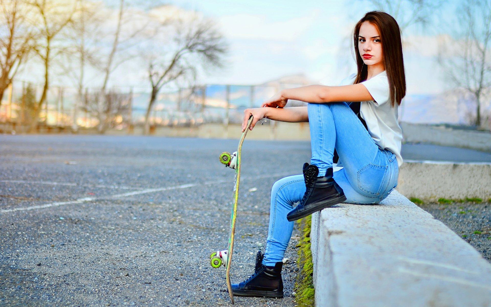 Фото красивых девушек на скейтборде