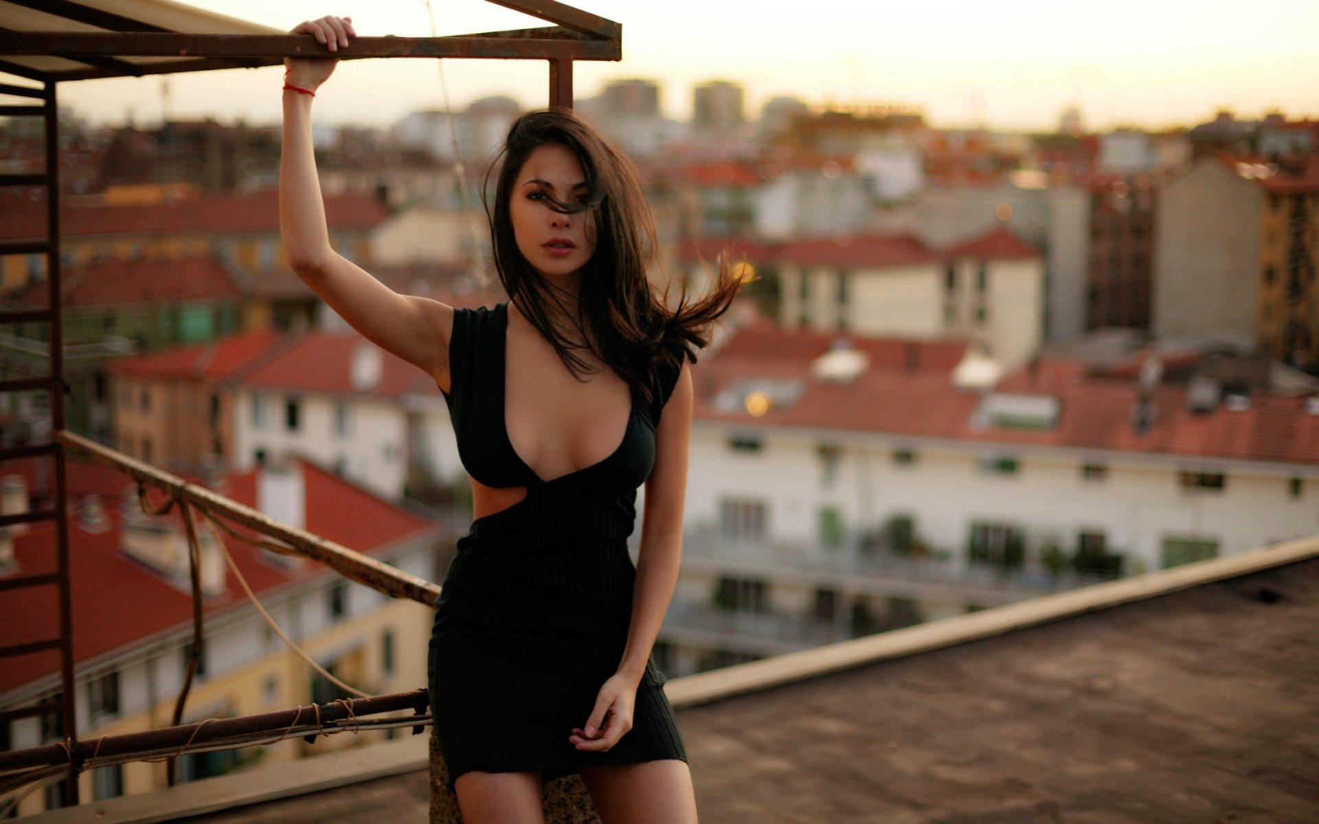 для русский клип женщина на крыше скинами которые получили