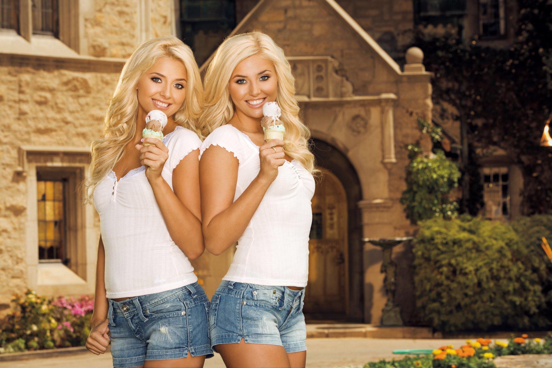правильно две красивые блондинки и парень в хорошем качестве того чтобы