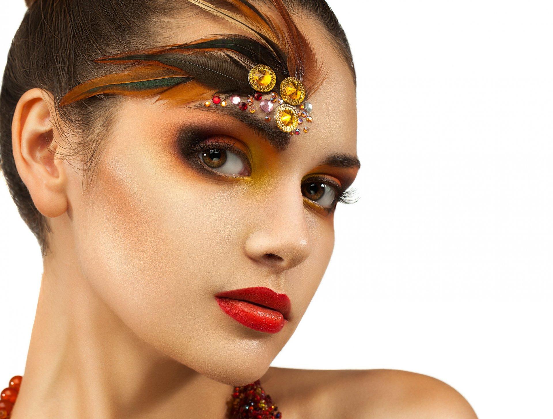Фото девушек с разным макияжем
