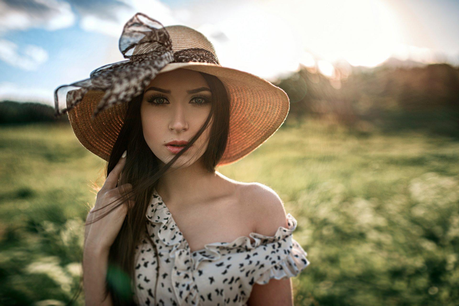 частное фото девушки в шляпках - 5
