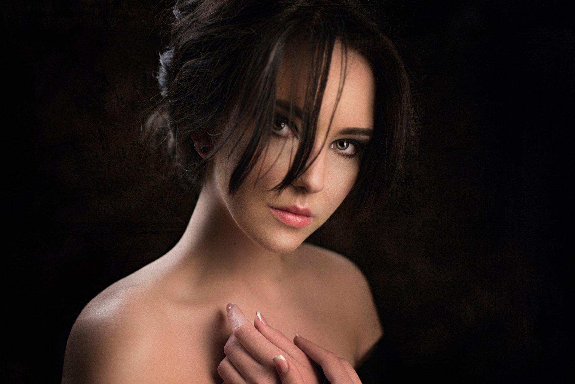порно фото фото девушек с небольшой грудью на черном фоне если