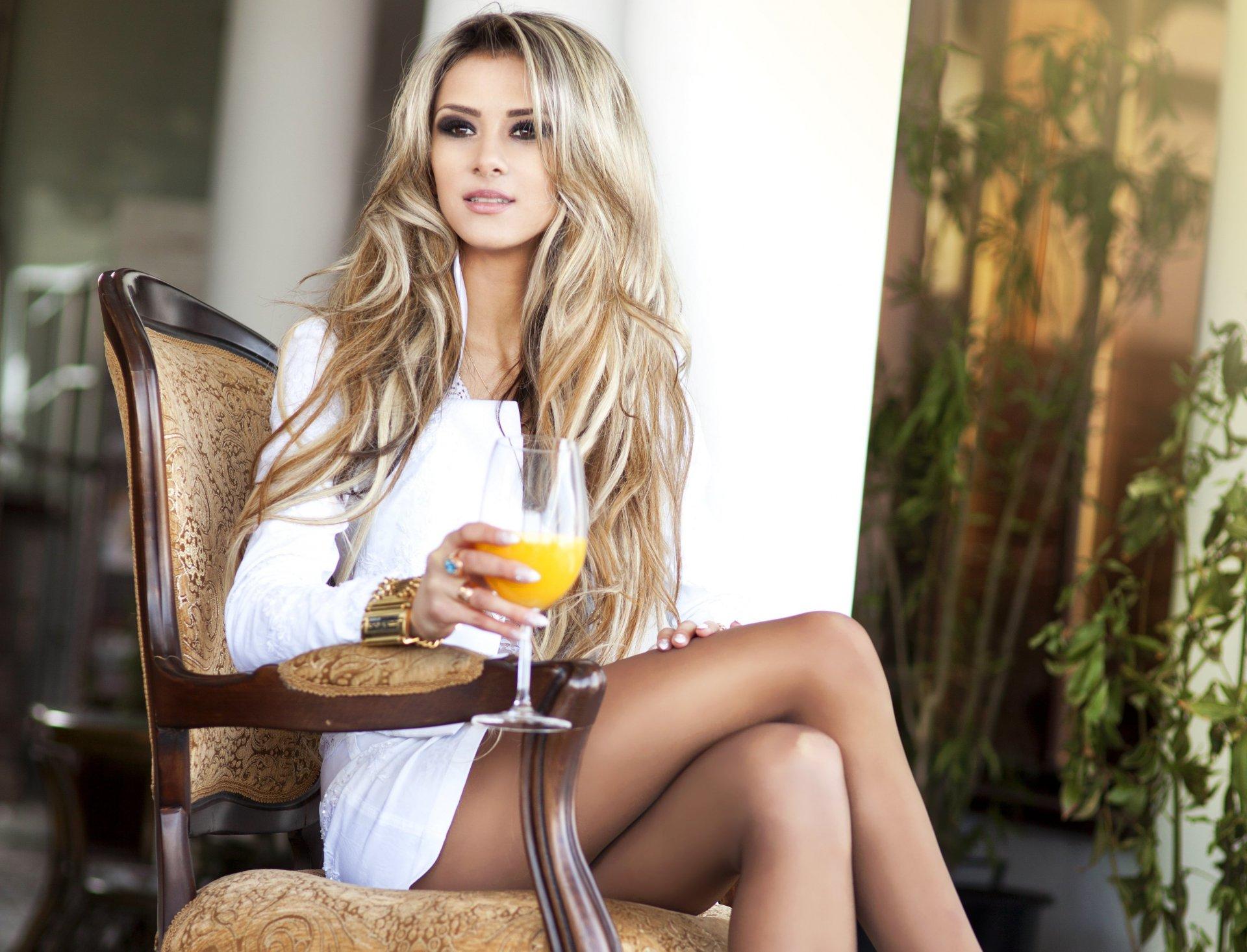 krasivaya-blondinka-v-roskoshnom-dome-bolshaya-chlen-v-mire-foto