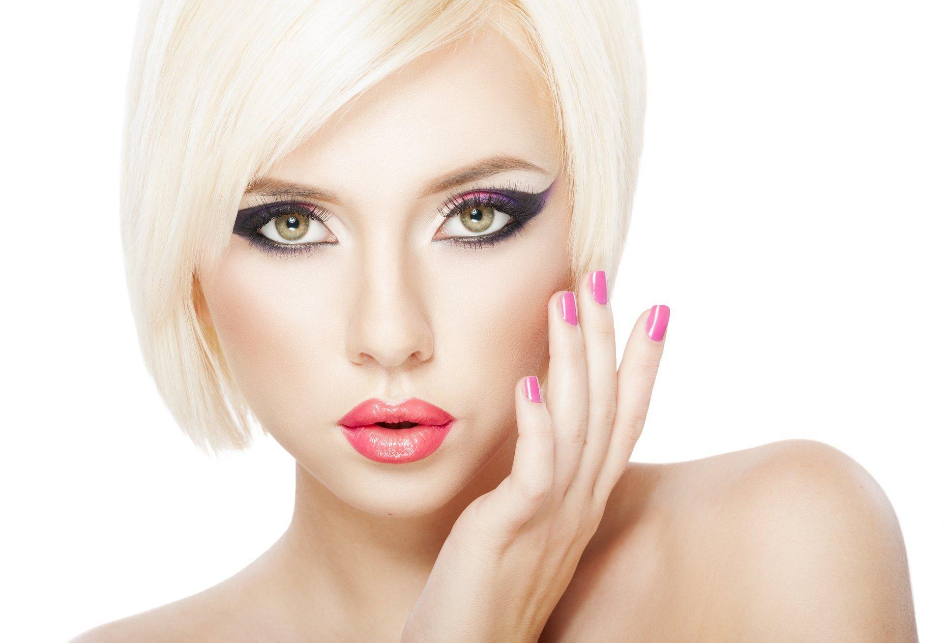 Смотреть видео макияжа для блондинок онлайн 528