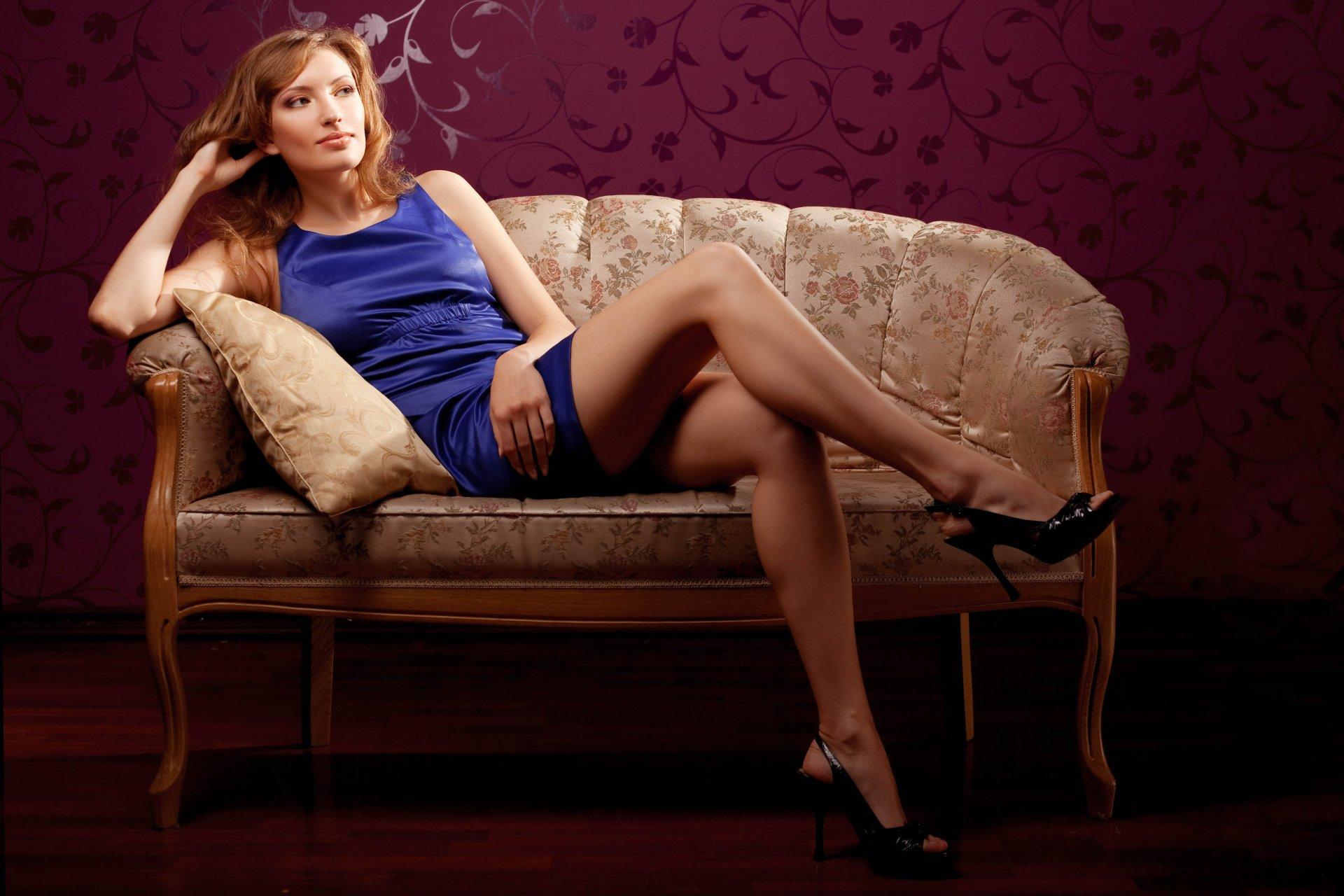 Красавица на диване — pic 7