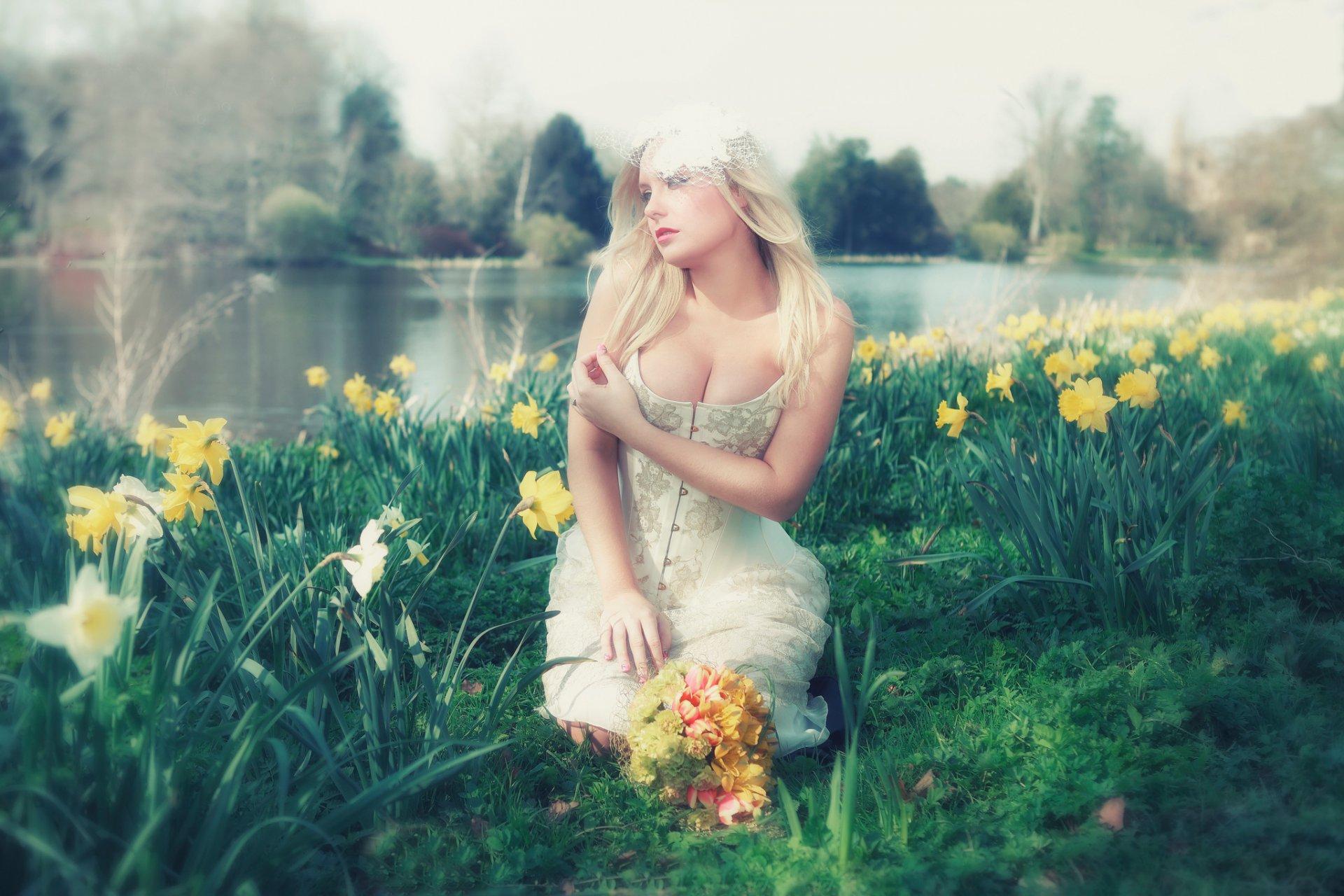 девушка книга природа блондинка белое платье без смс