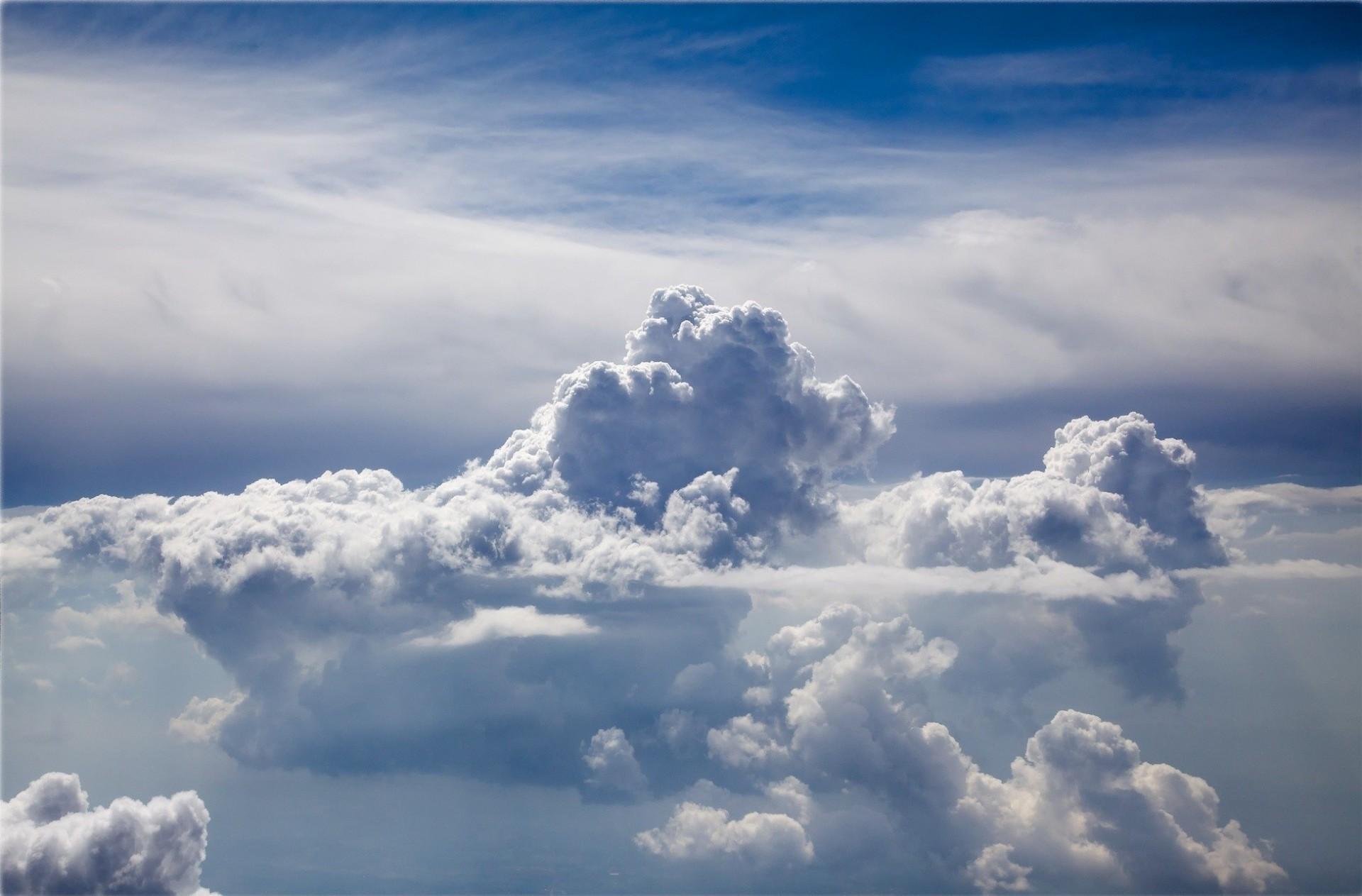 прохладном бассейне картинки три неба над землей этом браке