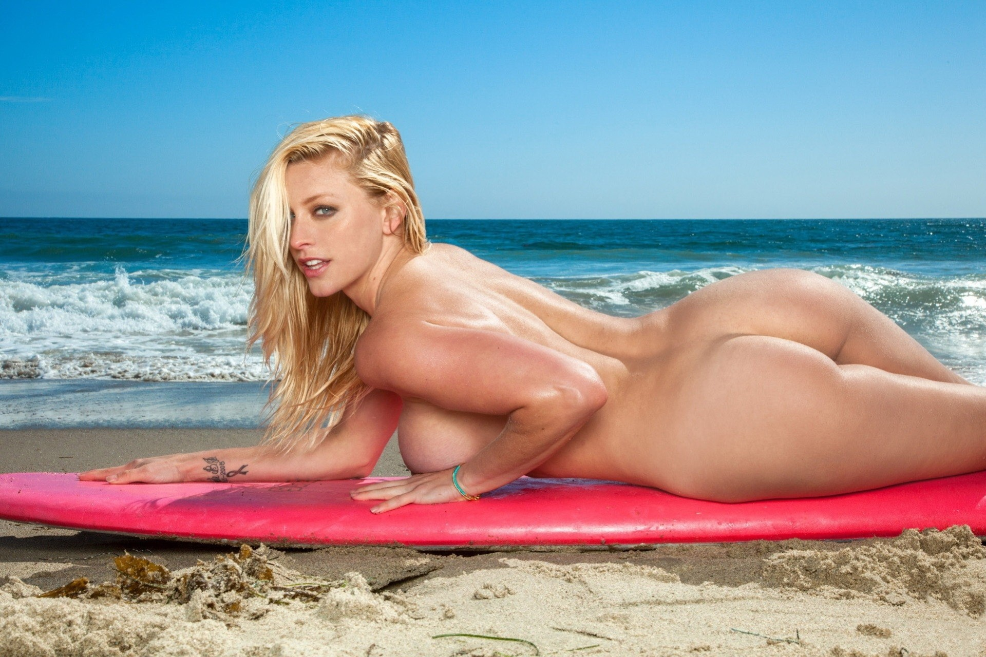 nude-surf-babes