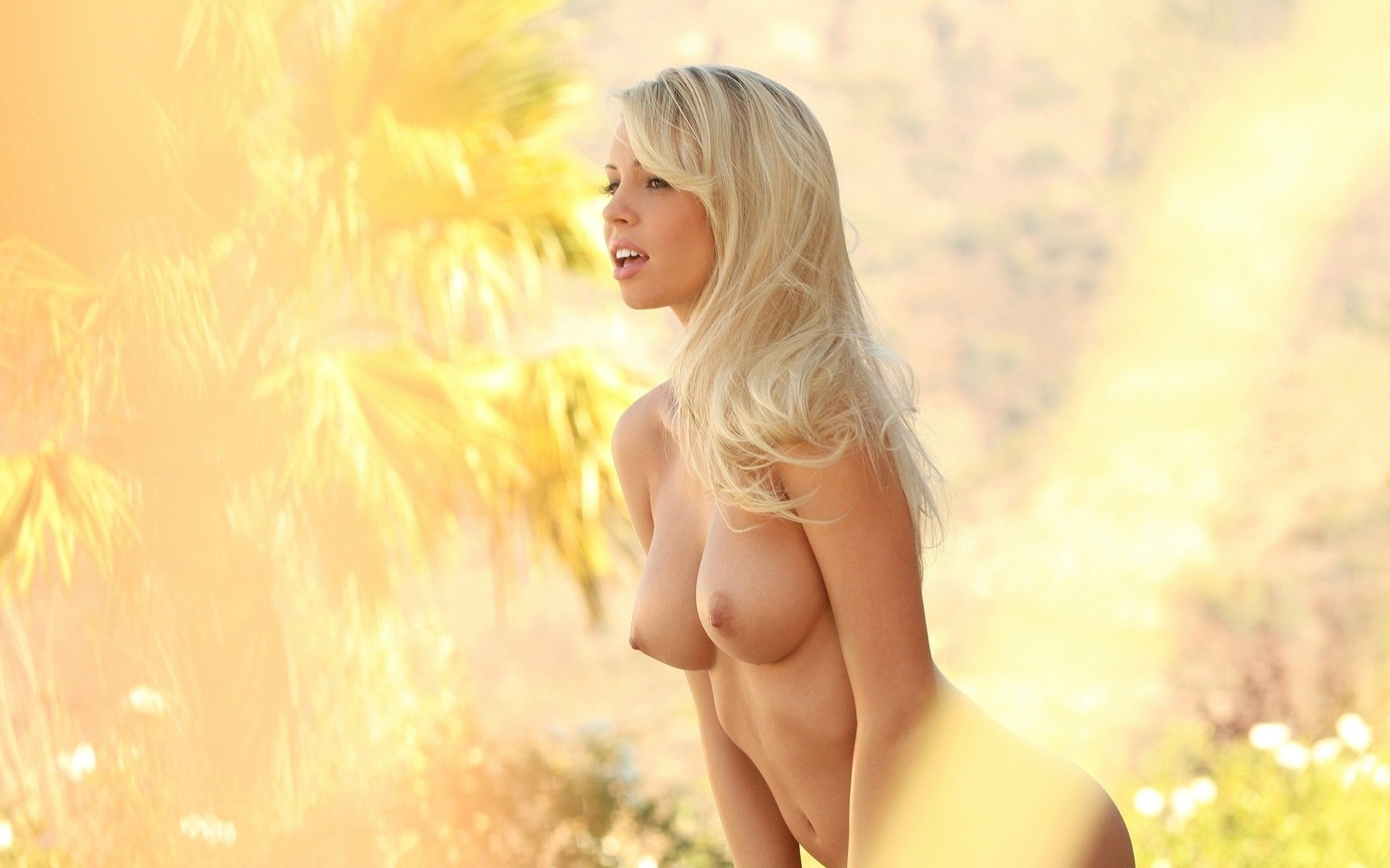 naked-sexy-blondie