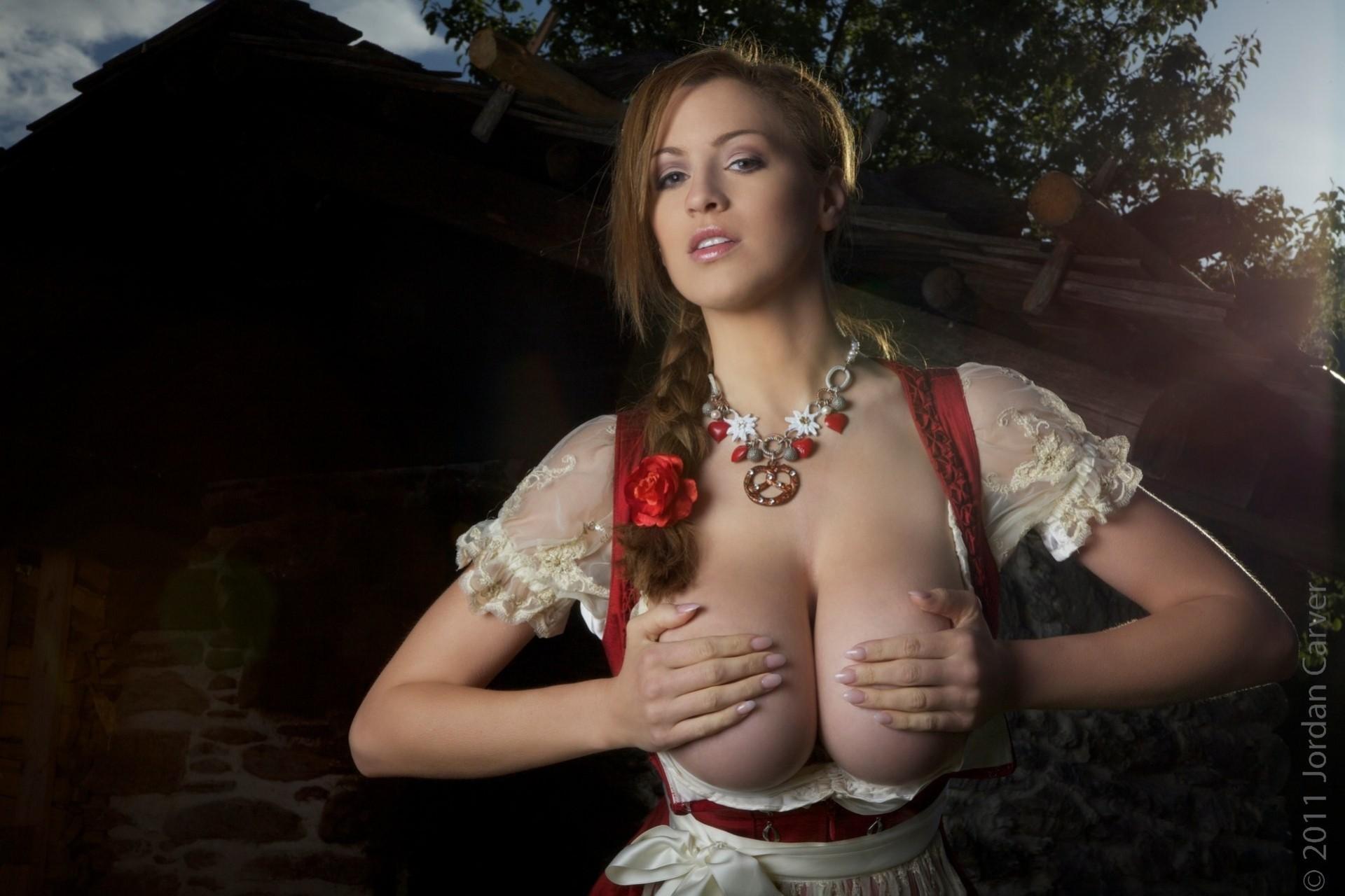 Фотки с сиськами в одежде, Красивые сиськи в прозрачной одежде частные секс фото 35 фотография