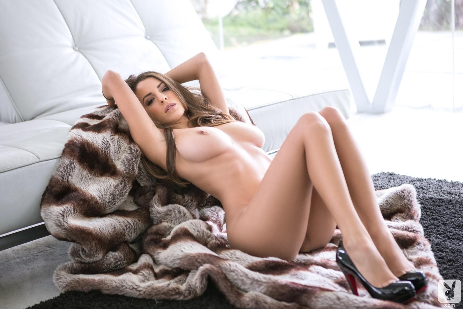 delaet-foto-erotika-fotomodeley-vtoroy