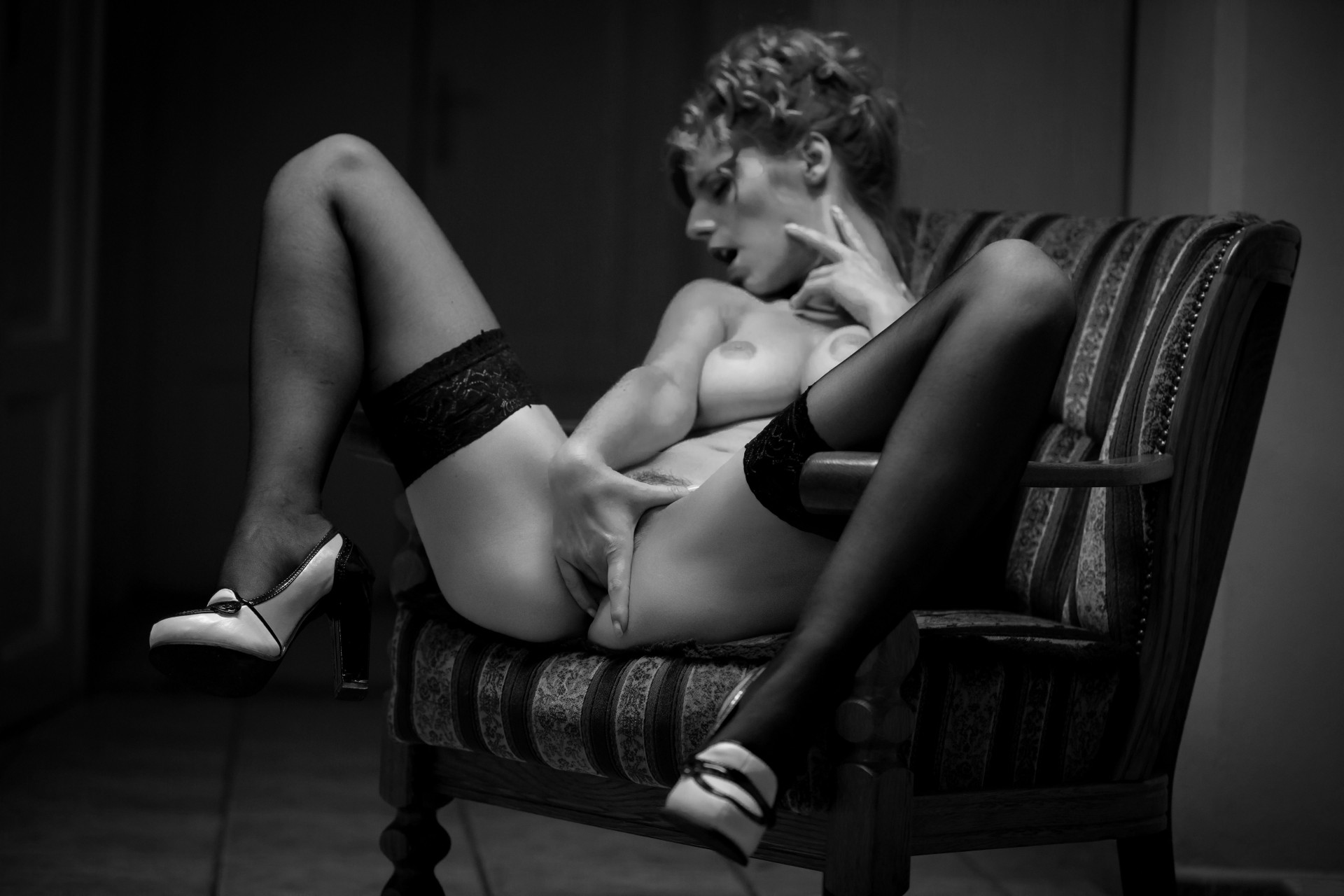 красотки обожают, ч б эротика на грани кто