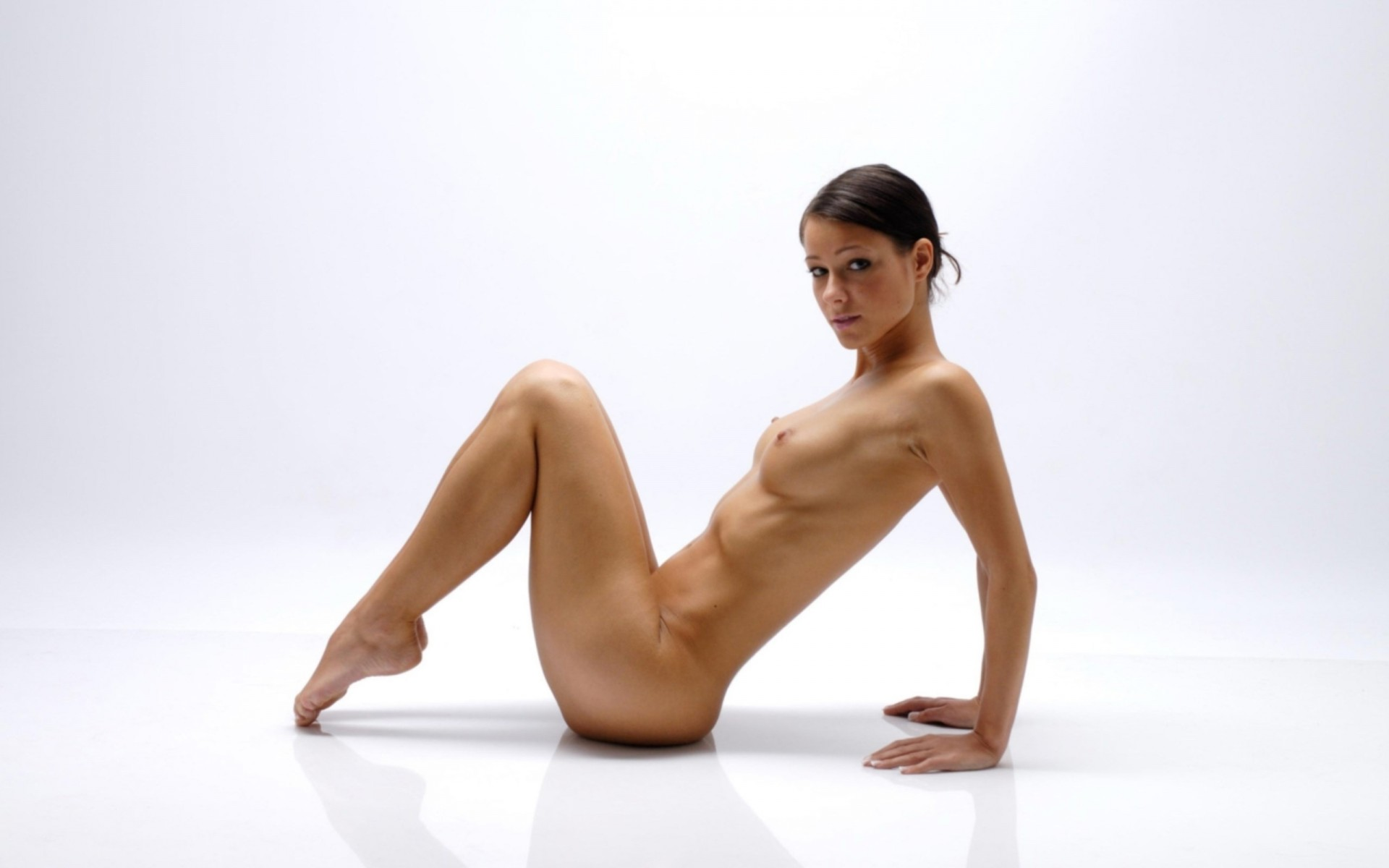 profile-nude-woman-stretching