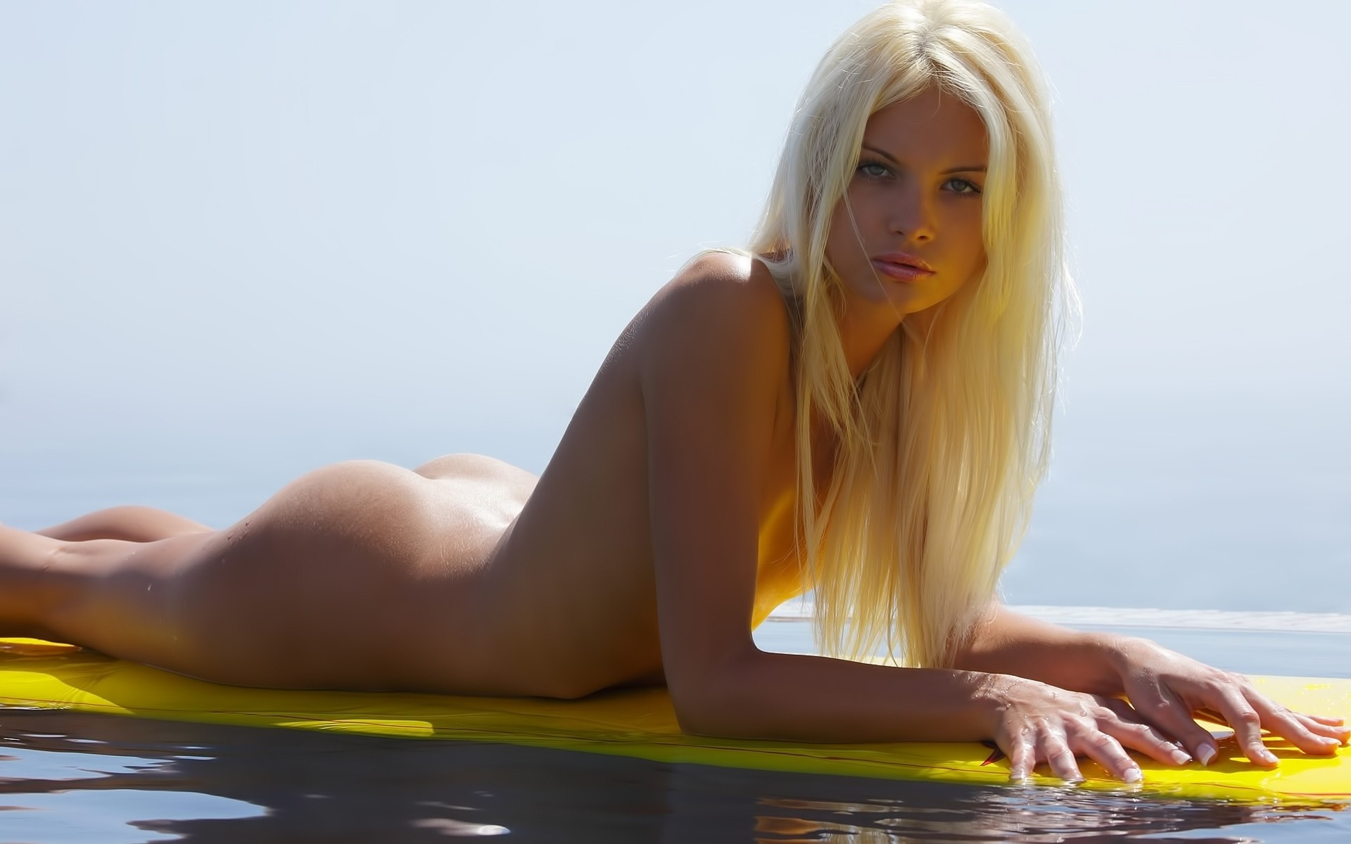 Naked sexy blondie — pic 3