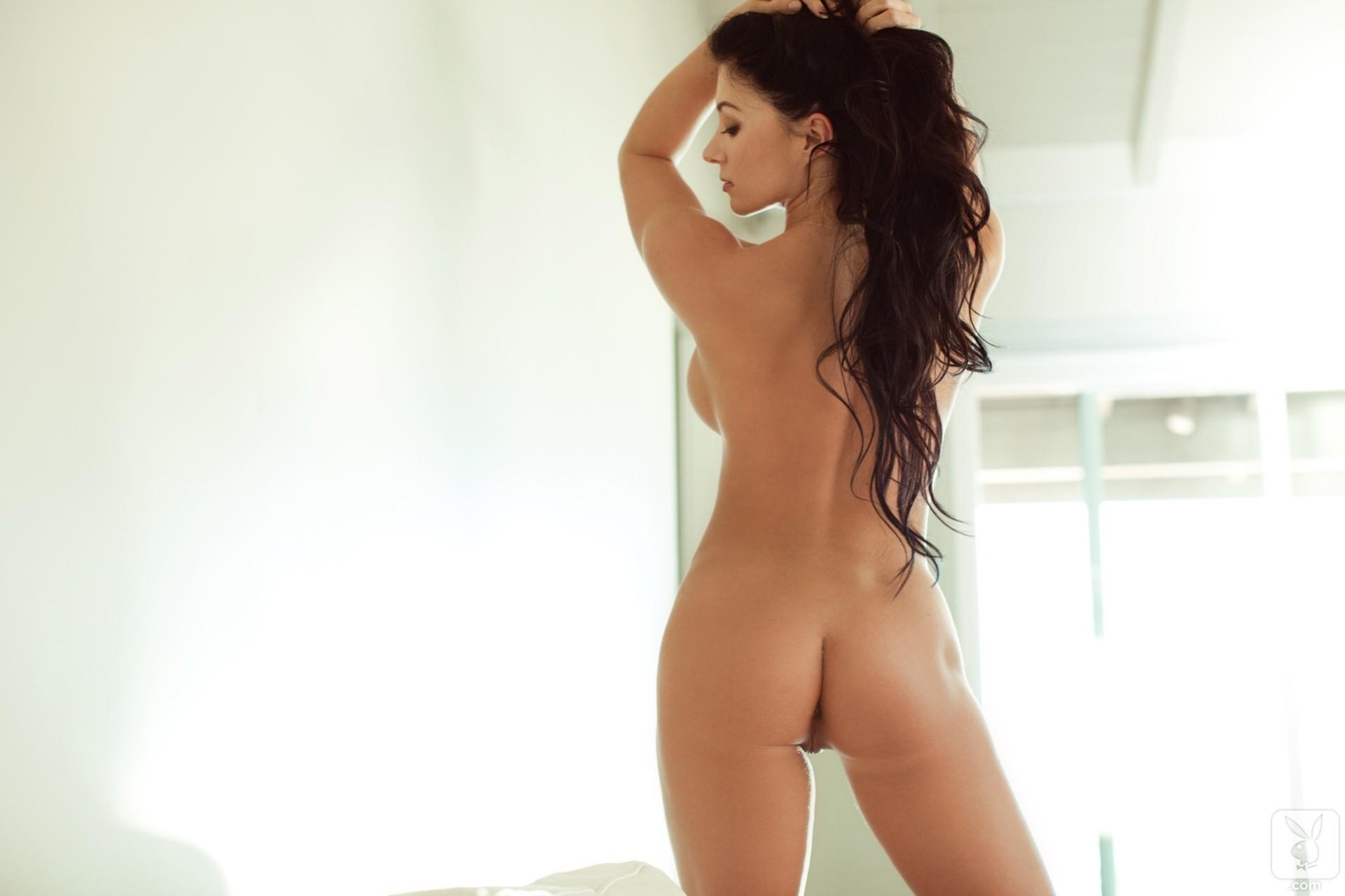 Фото обнаженных девушек брюнеток со спины, Фото девушек спиной на аву: брюнетки Красивые фото 21 фотография
