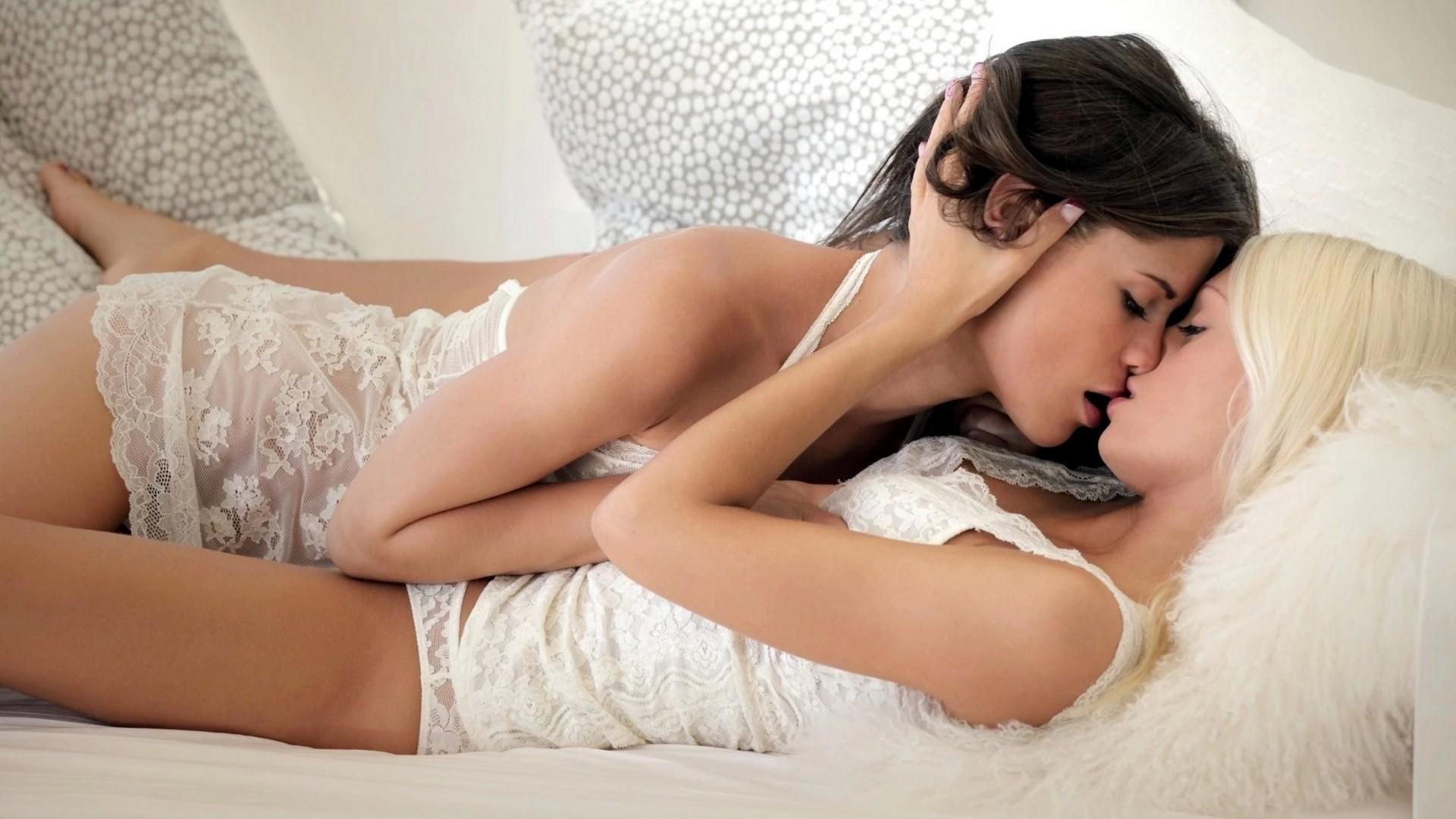 Студенток красавицы лесби в постели классных