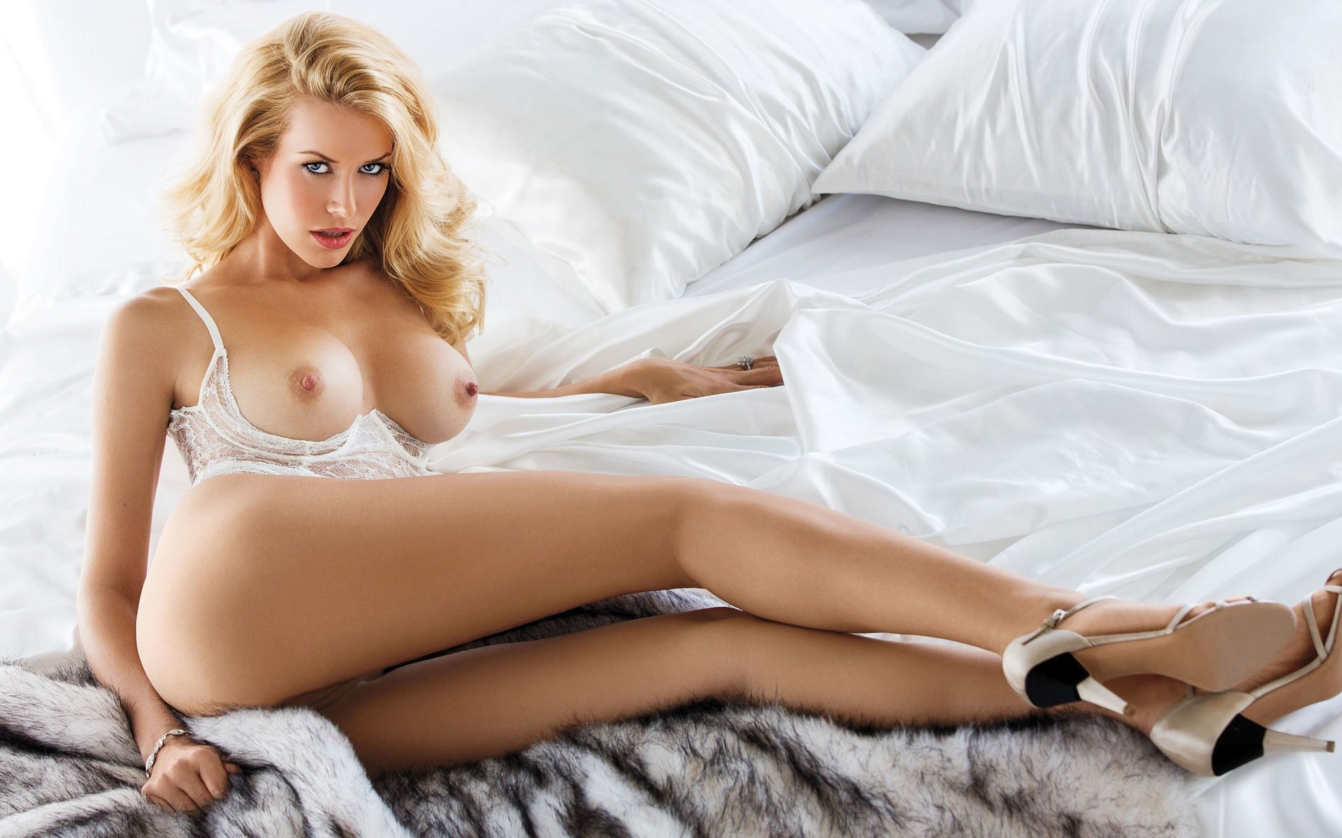 free-pics-of-sexy-naked-blonde