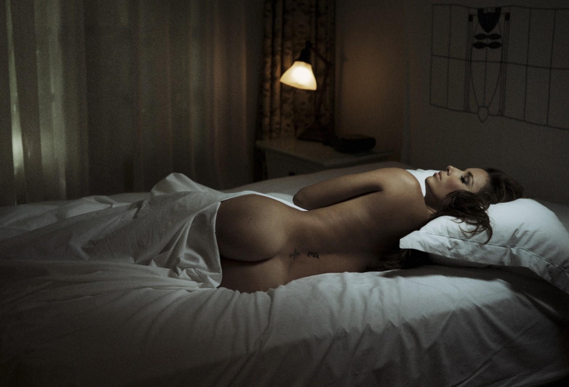 Фото эротика в спальне, жены футболистов порно фильм