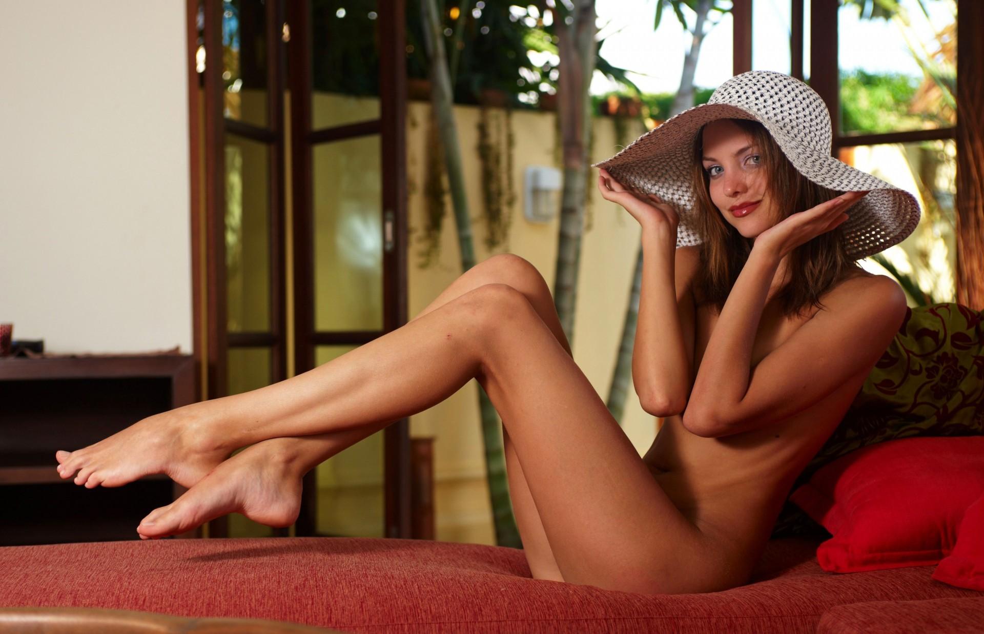 Dengan skinny girls barefoot and naked female bent hermaphrodite