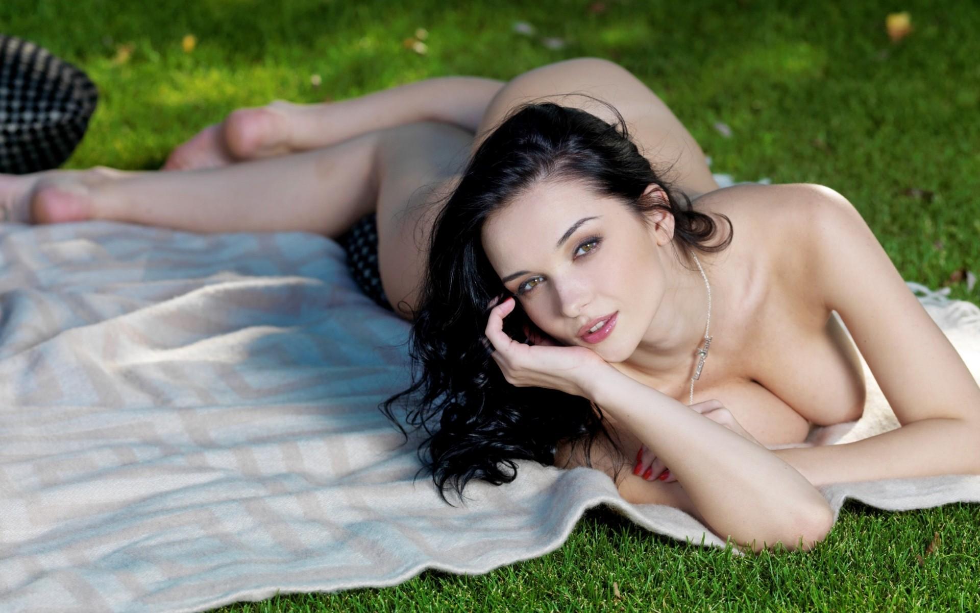 evgeniya-foto-erotika-kak-muzhchine-v-zhopu-tolkayut-nastoyashie-yagodi