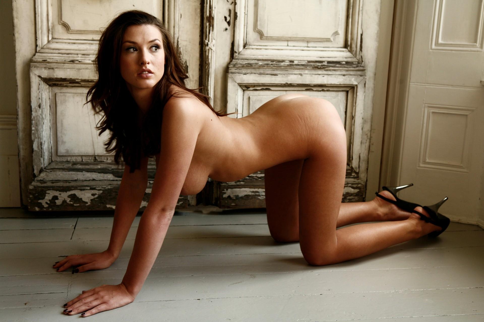 сауне отшлепал фото эротическое актрисы шесть