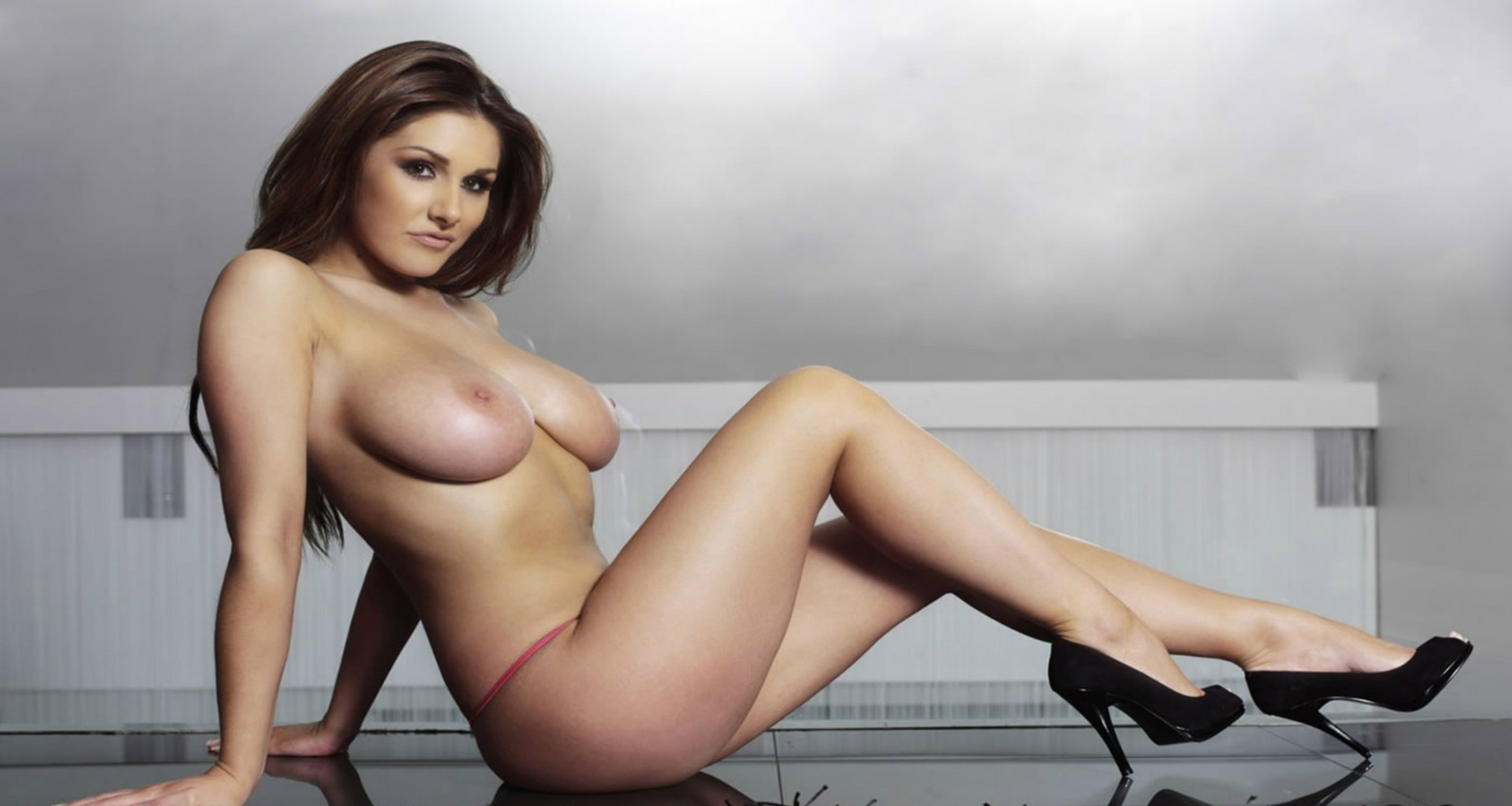 getting-lucy-pinder-big-tits-hand-job