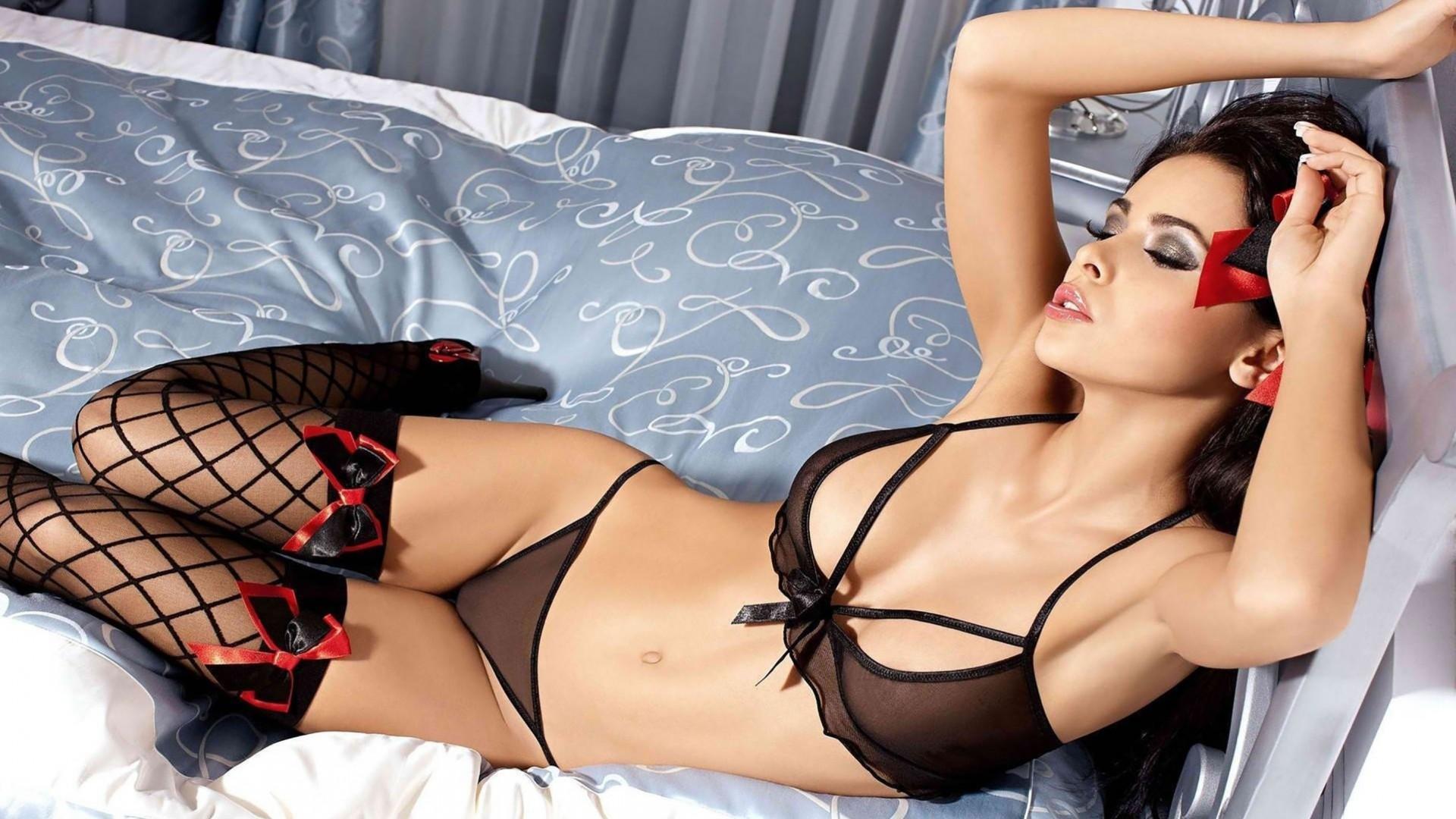 Эро фото сексуальных брюнеток в нижнем белье, зарубежные порно фильмы со смыслом и переводом