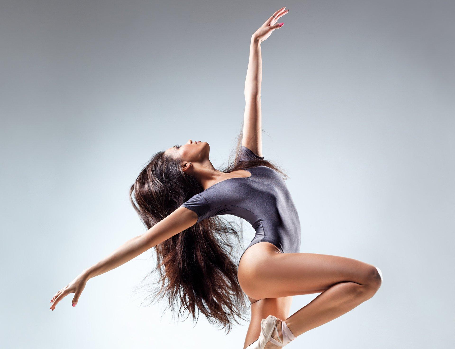 Танце красивых фото в стильных брюнеток